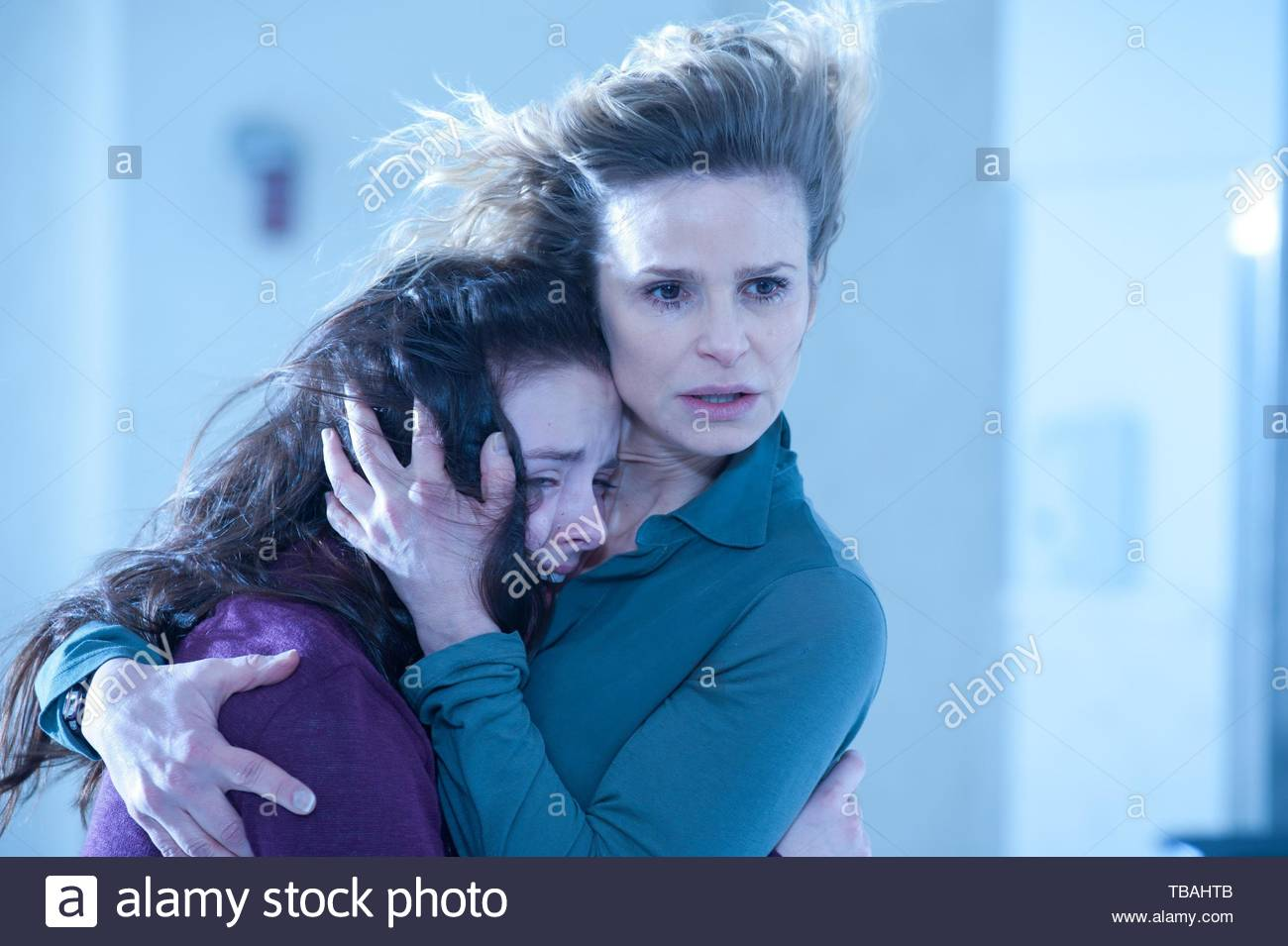 KYRA SEDGWICK and MADISON DAVENPORT in THE POSSESSION (2012). Copyright: Editorial inside use only. This is a publicly distributed handout. Access rights only, no license of copyright provided. Mandatory authorization to Visual Icon (www.visual-icon.com) is required for the reproduction of this image. Credit: GHOST HOUSE PICTURES / Album - Stock Image