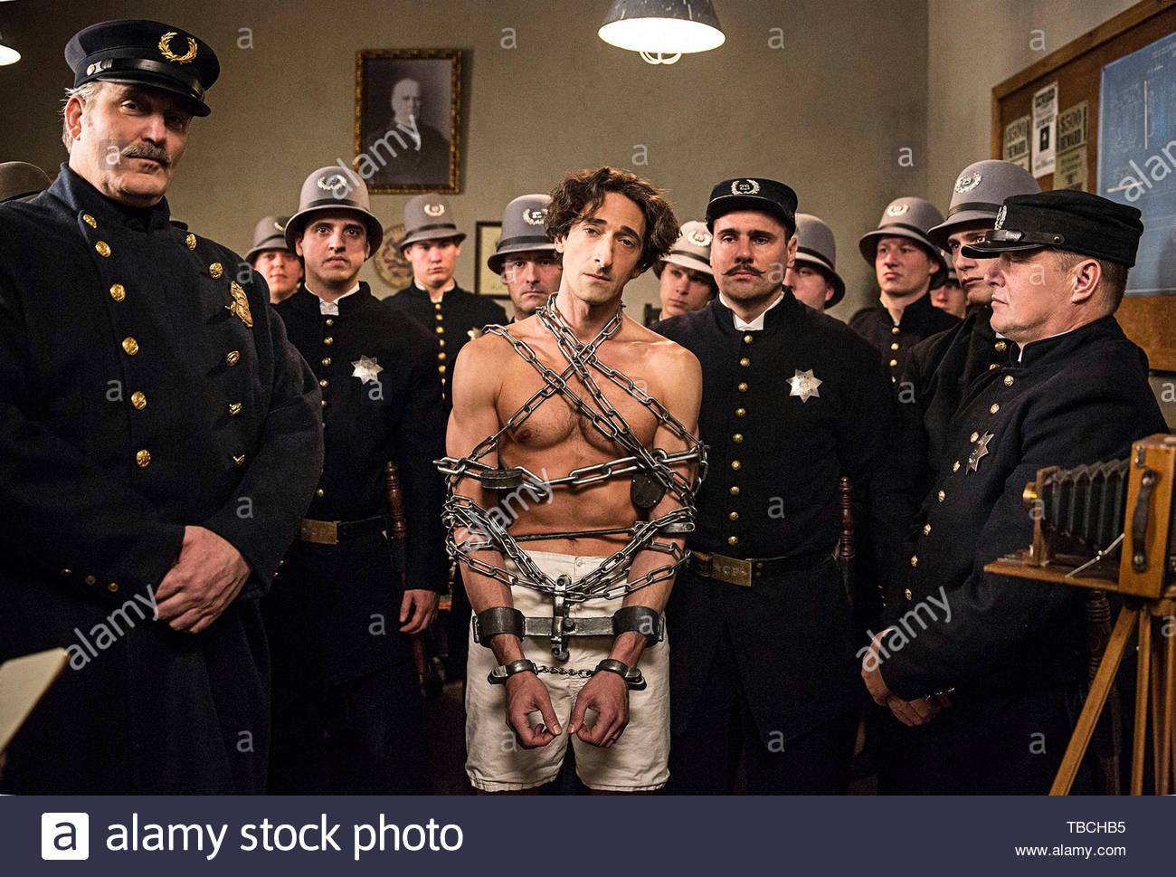 ADRIEN BRODY in HOUDINI (2014). Copyright: Editorial inside use only. This is a publicly distributed handout. Access rights only, no license of copyright provided. Mandatory authorization to Visual Icon (www.visual-icon.com) is required for the reproduction of this image. Credit: LIONSGATE TELEVISION / Album - Stock Image