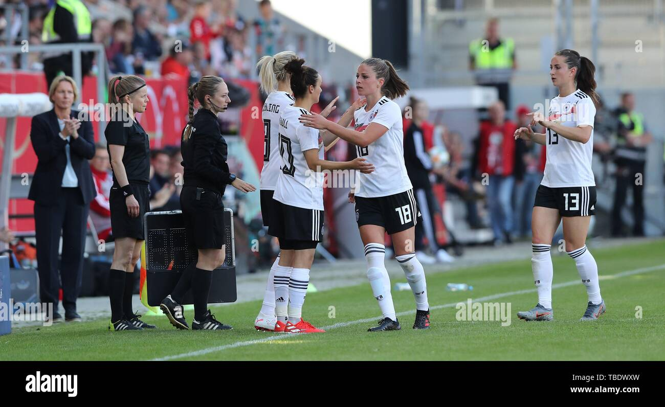 Regensburg, Deutschland. 30th May, 2019. firo: 30.05.2019, Football, 2018/2019, Landerspiel, friendly match, women national team, women national team, Germany - Chile. 2: 0 Substitutions GOEssLING and MAGULL, GER, substitution LEUPOLZ and DABRITZ   usage worldwide Credit: dpa/Alamy Live News - Stock Image