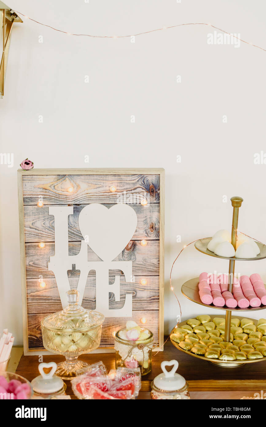 Candy bar beautifully decorated with sweets in a vintage event. - Stock Image