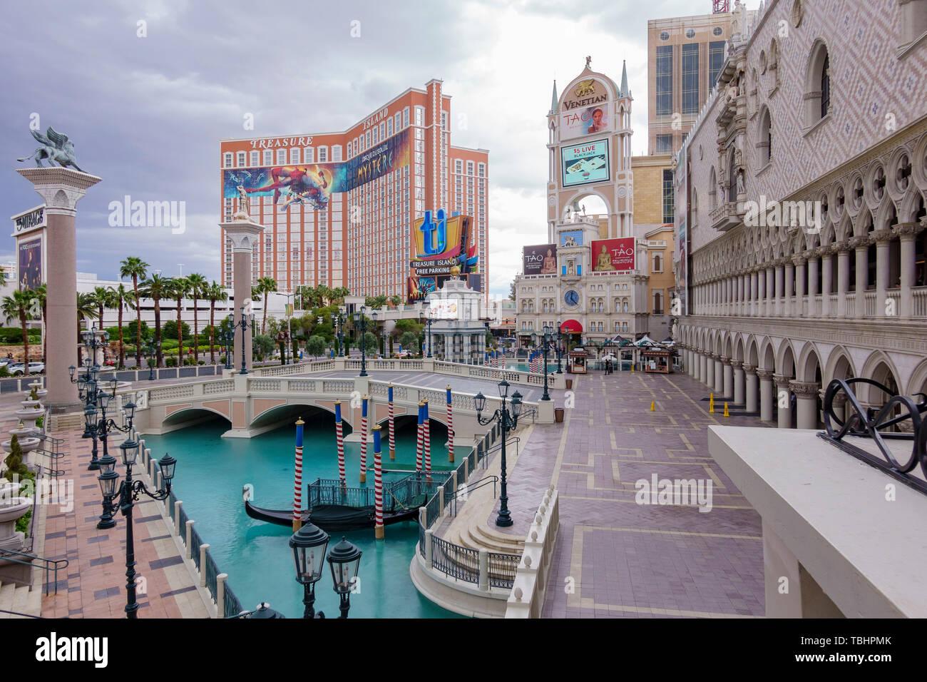 Vegas Cloudy Day Stock Photos & Vegas Cloudy Day Stock Images - Alamy