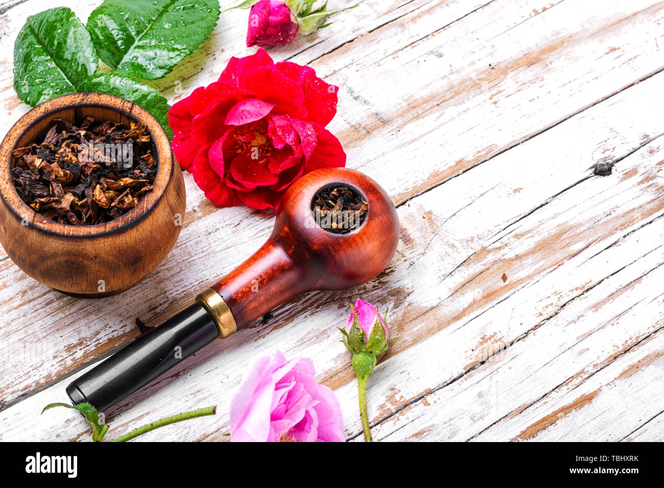 Tobacco pipe and smoking tobacco with rose flavor Refined