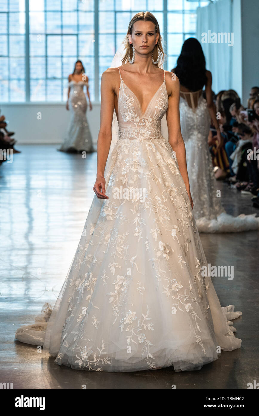 Bridal Fashion Week 2020.New York Bridal Fashion Week Spring Summer 2020 Berta