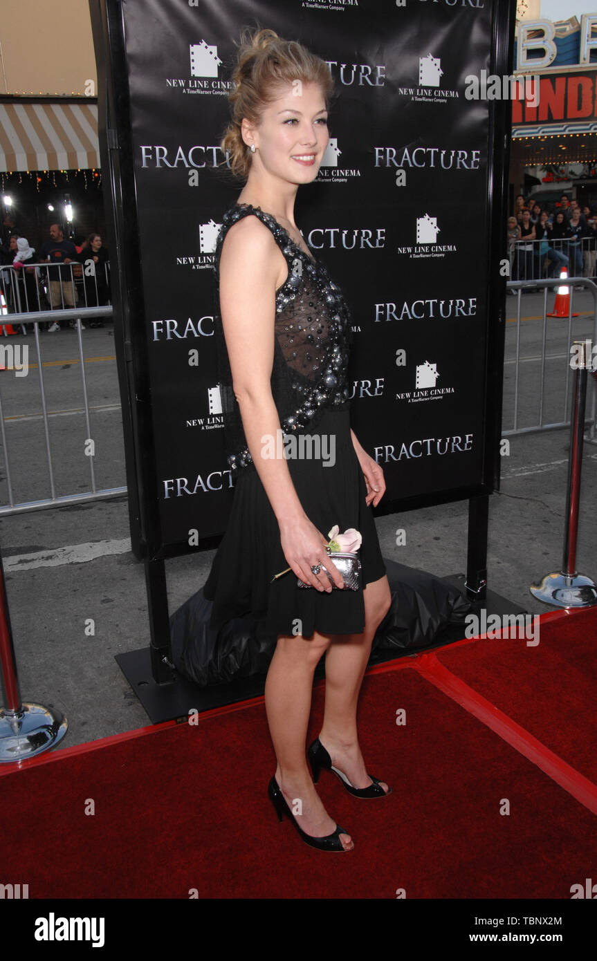LOS ANGELES, CA. April 11, 2007: Rosamund Pike at the Los Angeles premiere of 'Fracture'. © 2007 Paul Smith / Featureflash - Stock Image