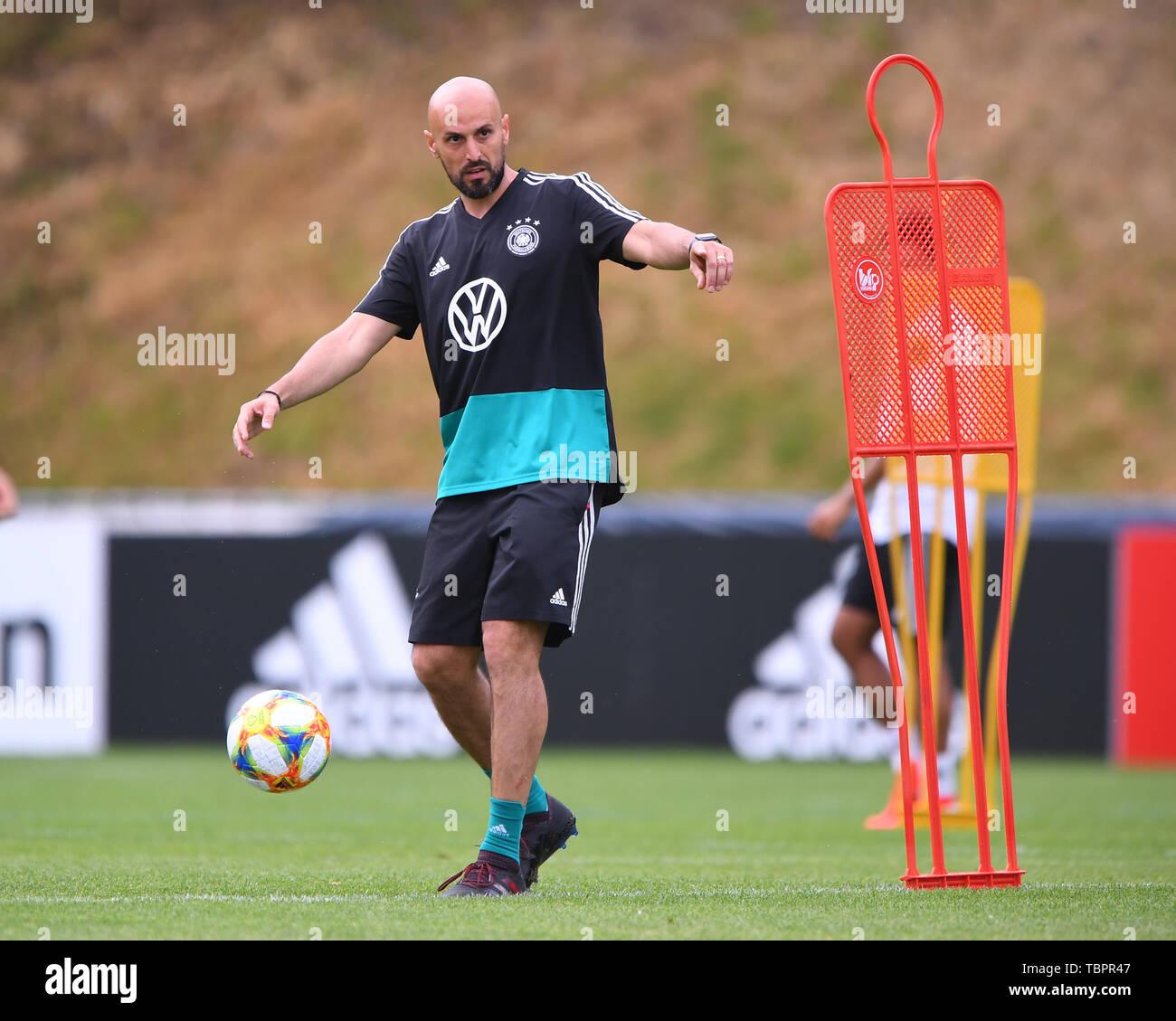 Assistant coach Antonio di Sal...