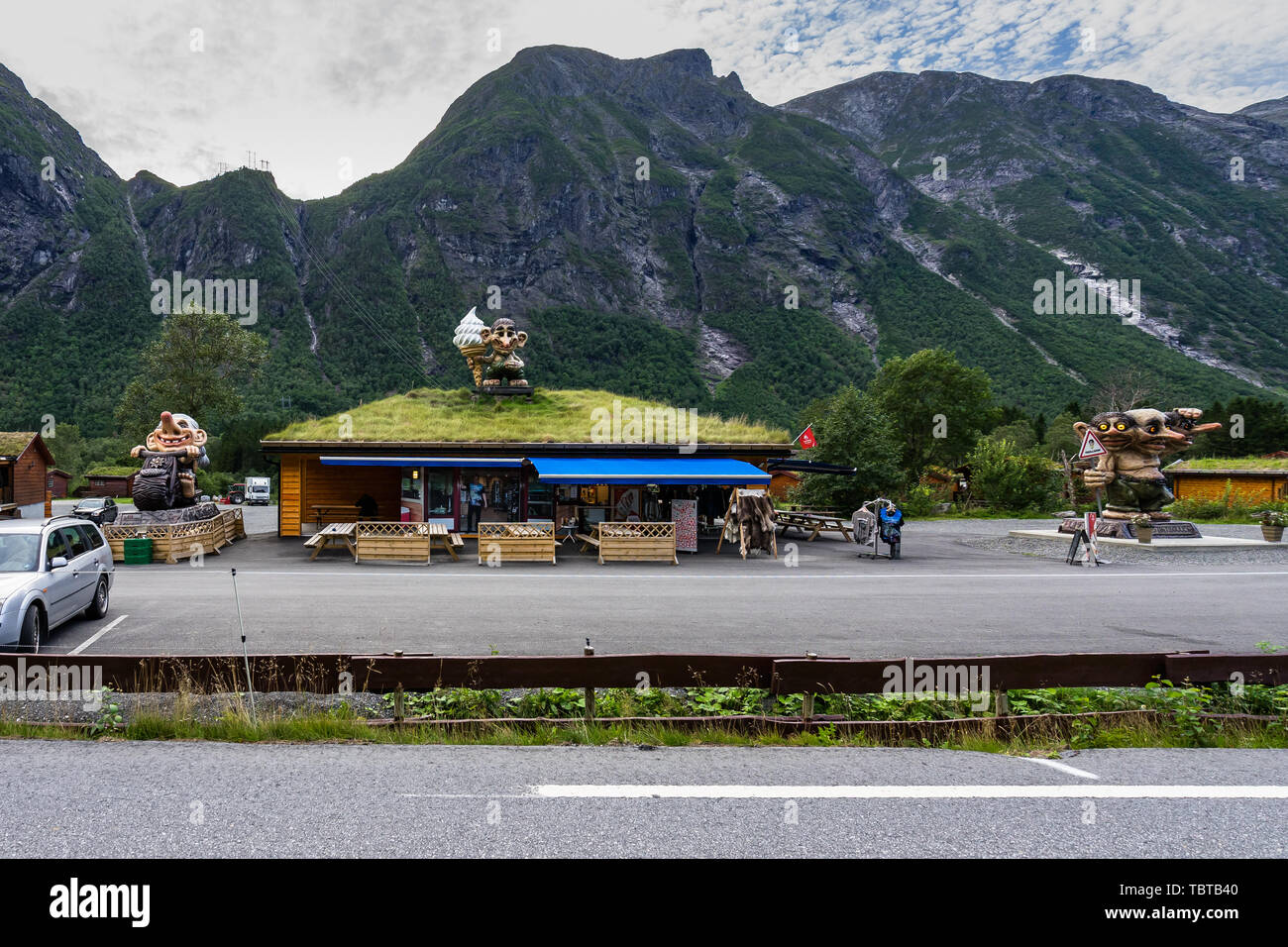 Gift shop with Troll statue on the roof along the famous Trollstigen road. Andalsnes, More og Romsdal, Norway, August 2018 - Stock Image