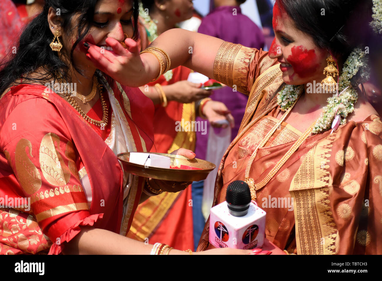 Bengali Women Stock Photos & Bengali Women Stock Images - Page 2 - Alamy