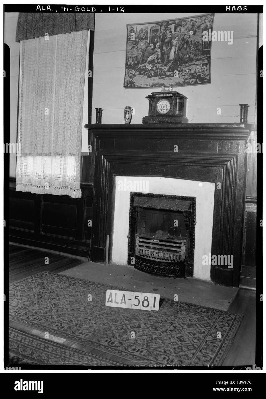 Historic American Buildings Survey W. N. Manning, Photographer, September 10, 1935 MANTEL IN DINING ROOM  James Ellington House, Oak Bowery Road vicinity, Gold Hill, Lee County, AL - Stock Image