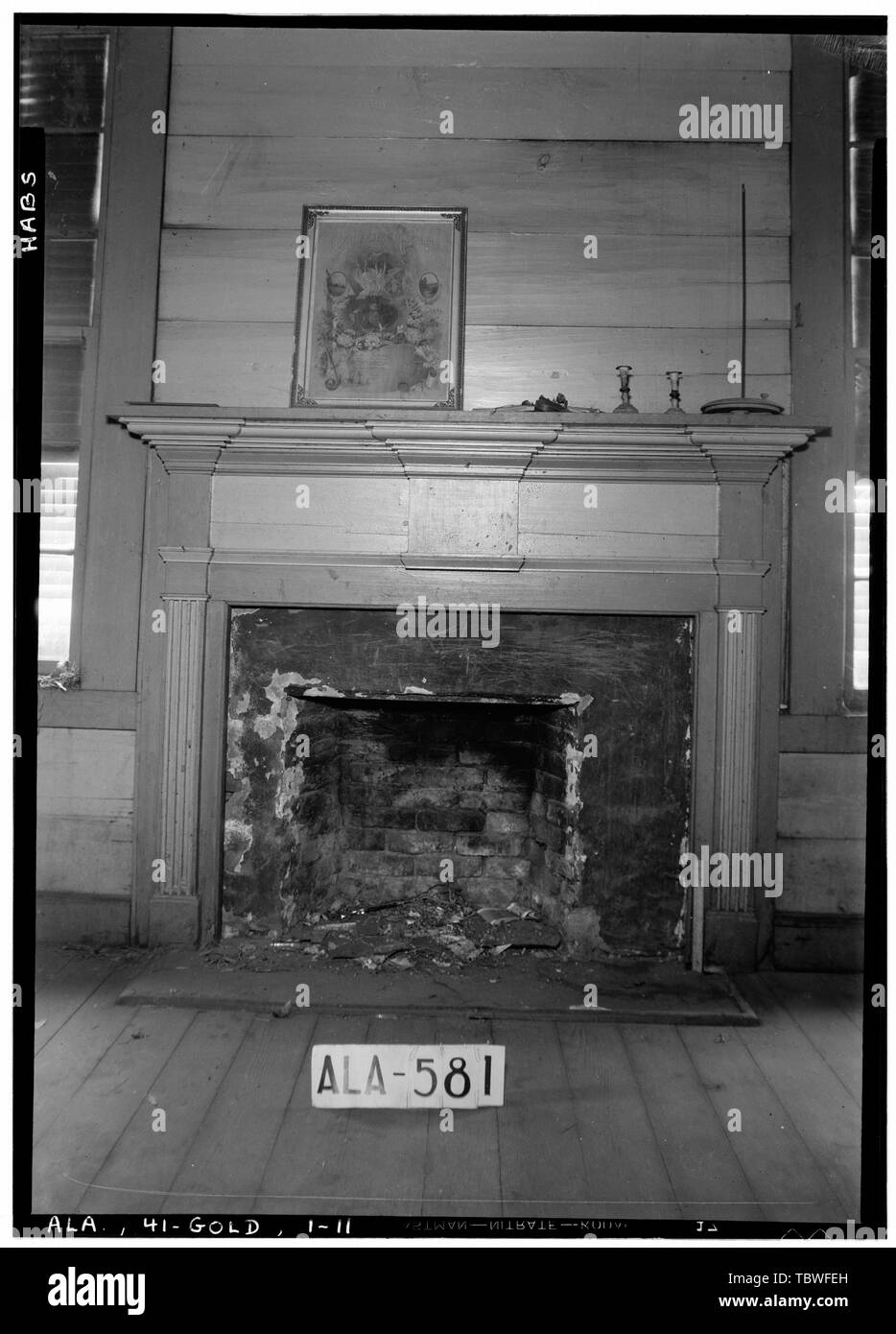 Historic American Buildings Survey W. N. Manning, Photographer, September 10, 1935 MANTEL IN NORTH FRONT ROOM  James Ellington House, Oak Bowery Road vicinity, Gold Hill, Lee County, AL - Stock Image