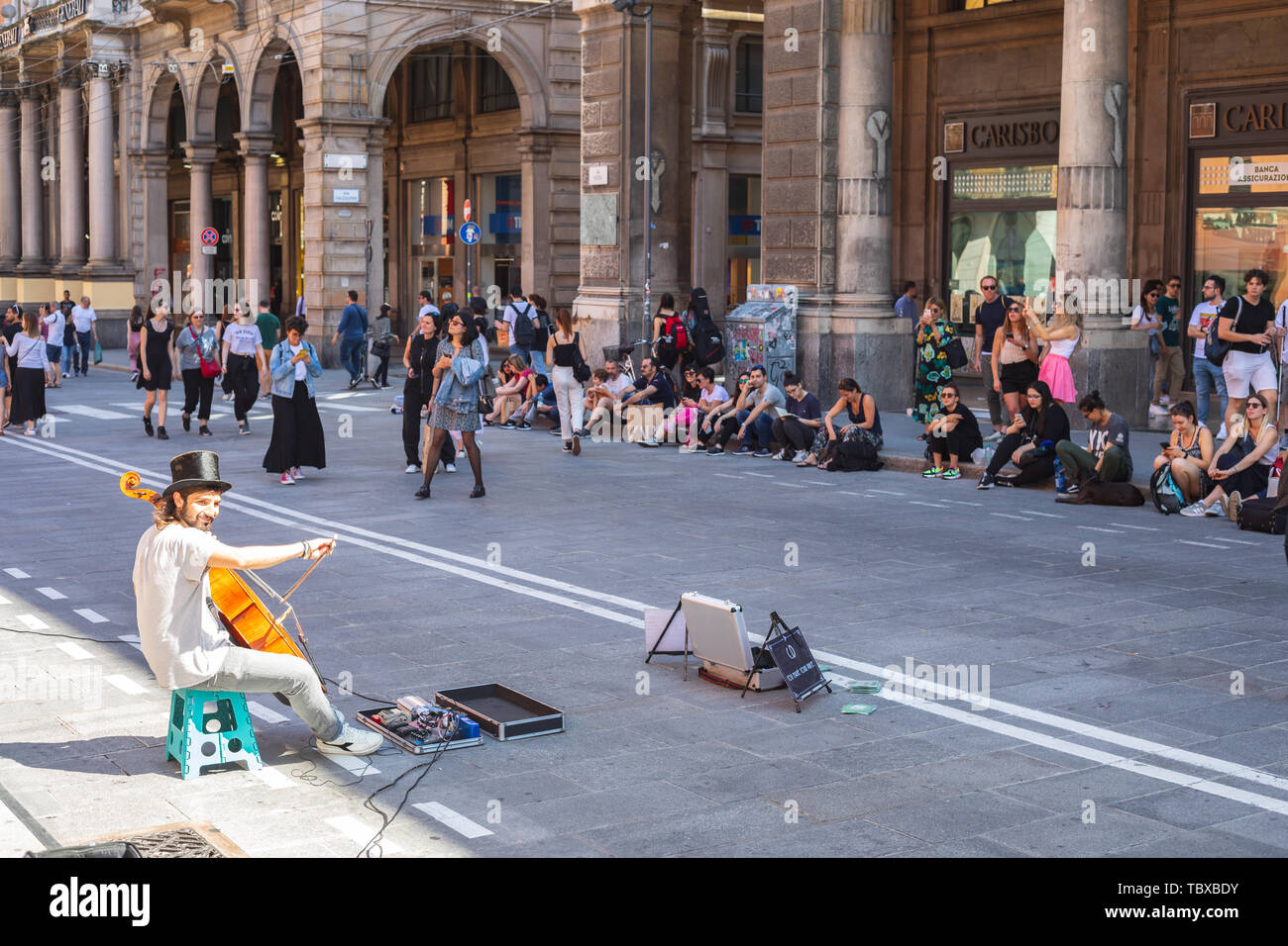Street artist playing at violoncello in the center of Bologna - Stock Image