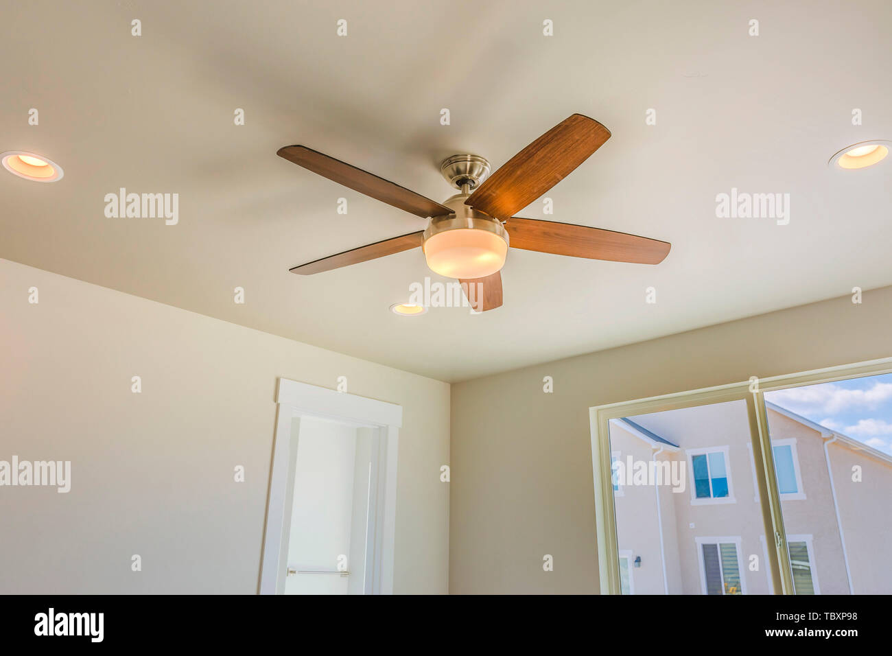 Ceiling fan with wooden five blade design and built in light Stock Photo