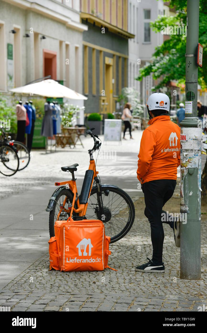 Lieferando messenger, Husemannstrasse, Prenzlauer mountain, Pankow ...