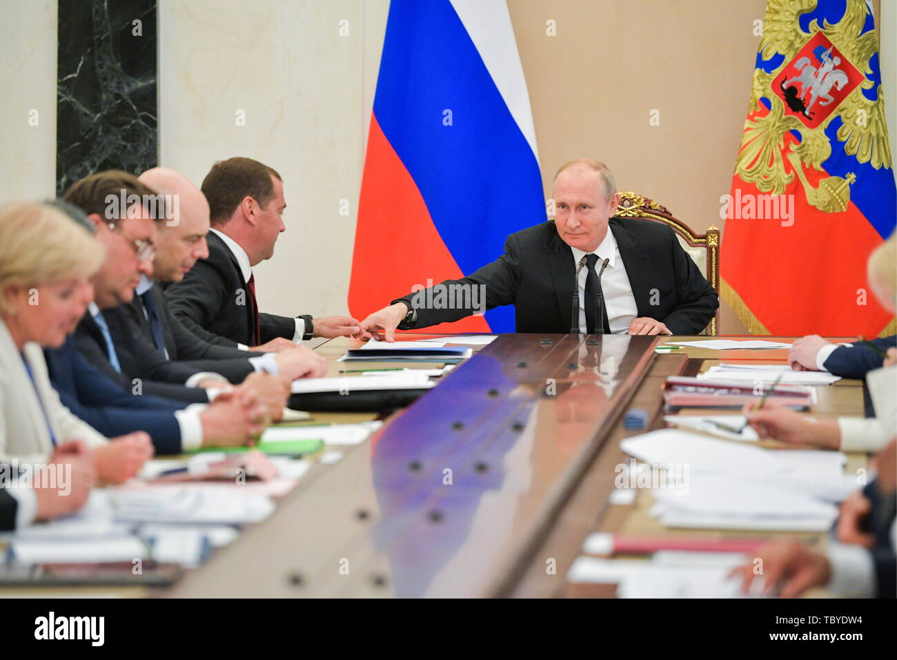 Moscow, Russia. 04th June, 2019. MOSCOW, RUSSIA - JUNE 4, 2019: Russia's President Vladimir Putin and Russia's Prime Minister Dmitry Medvedev (R-L) a Russian government meeting at the Moscow Kremlin. Alexei Druzhinin/Russian Presidential Press and Information Office/TASS Credit: ITAR-TASS News Agency/Alamy Live News - Stock Image