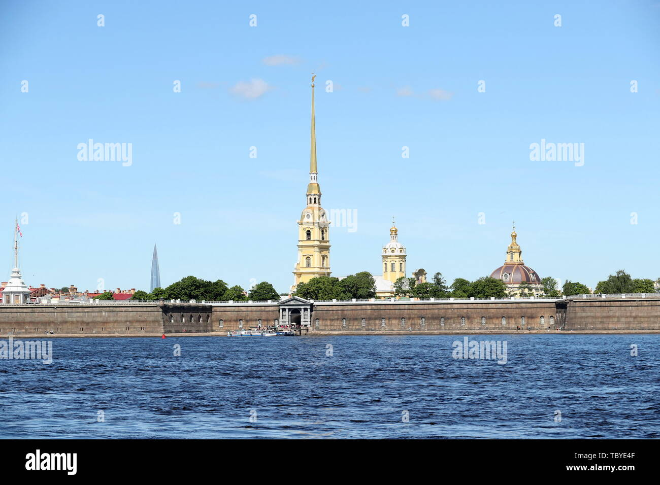 St. Petersburg. 3rd June, 2019. Photo taken on June 3, 2019 shows the Peter and Paul Fortress in St. Petersburg, Russia. Chinese President Xi Jinping will pay a state visit to Russia from June 5 to 7 at the invitation of Russian President Vladimir Putin, a Chinese Foreign Ministry spokesperson announced on Wednesday at a press briefing. Xi will also attend the 23rd St. Petersburg International Economic Forum during his stay, according to spokesperson Lu Kang. Credit: Lu Jinbo/Xinhua/Alamy Live News - Stock Image