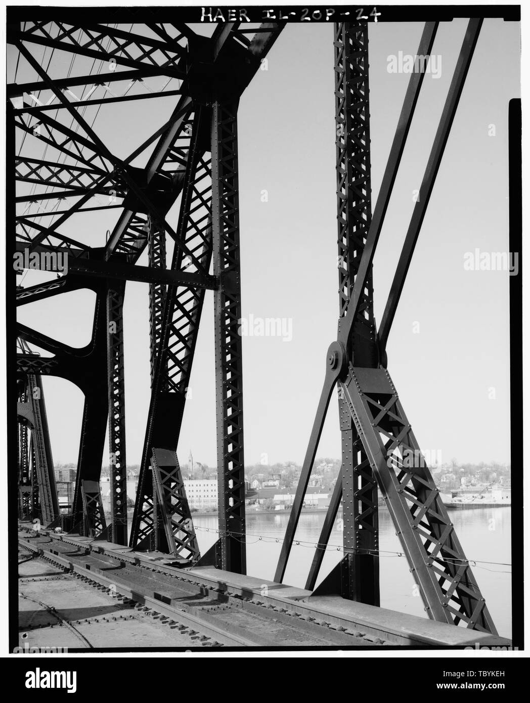Middle pin connection at L4, showing also panels 1, 2, and 3 Swing Span (Span G) looking NE toward Davenport, Iowa. (Ceronie)  Rock Island Arsenal, Rock Island Bridge, Fort Armstrong Avenue, Rock Island, Rock Island County, IL Modjeski, Ralph - Stock Image