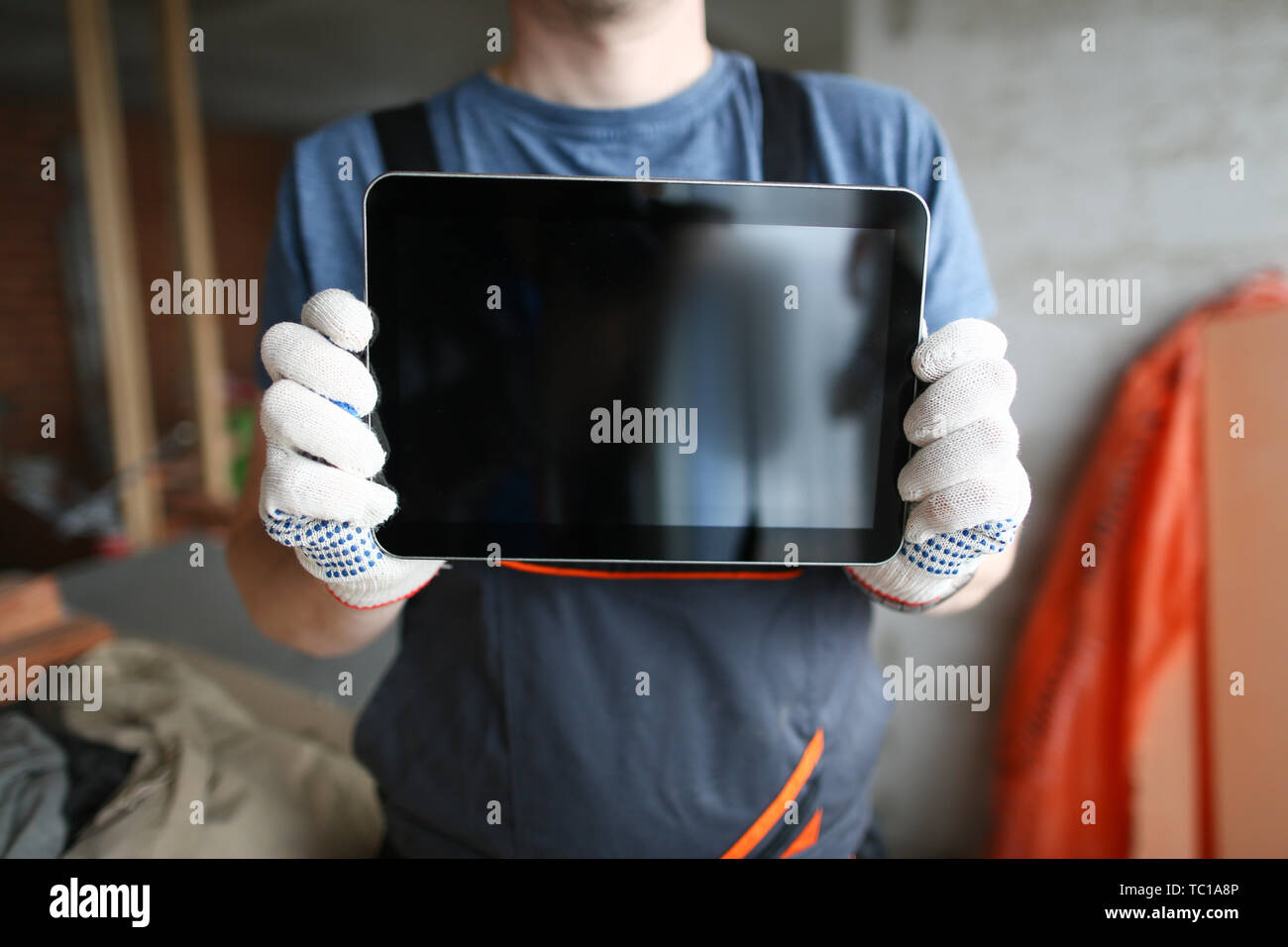 Skilled constructor with tablet - Stock Image
