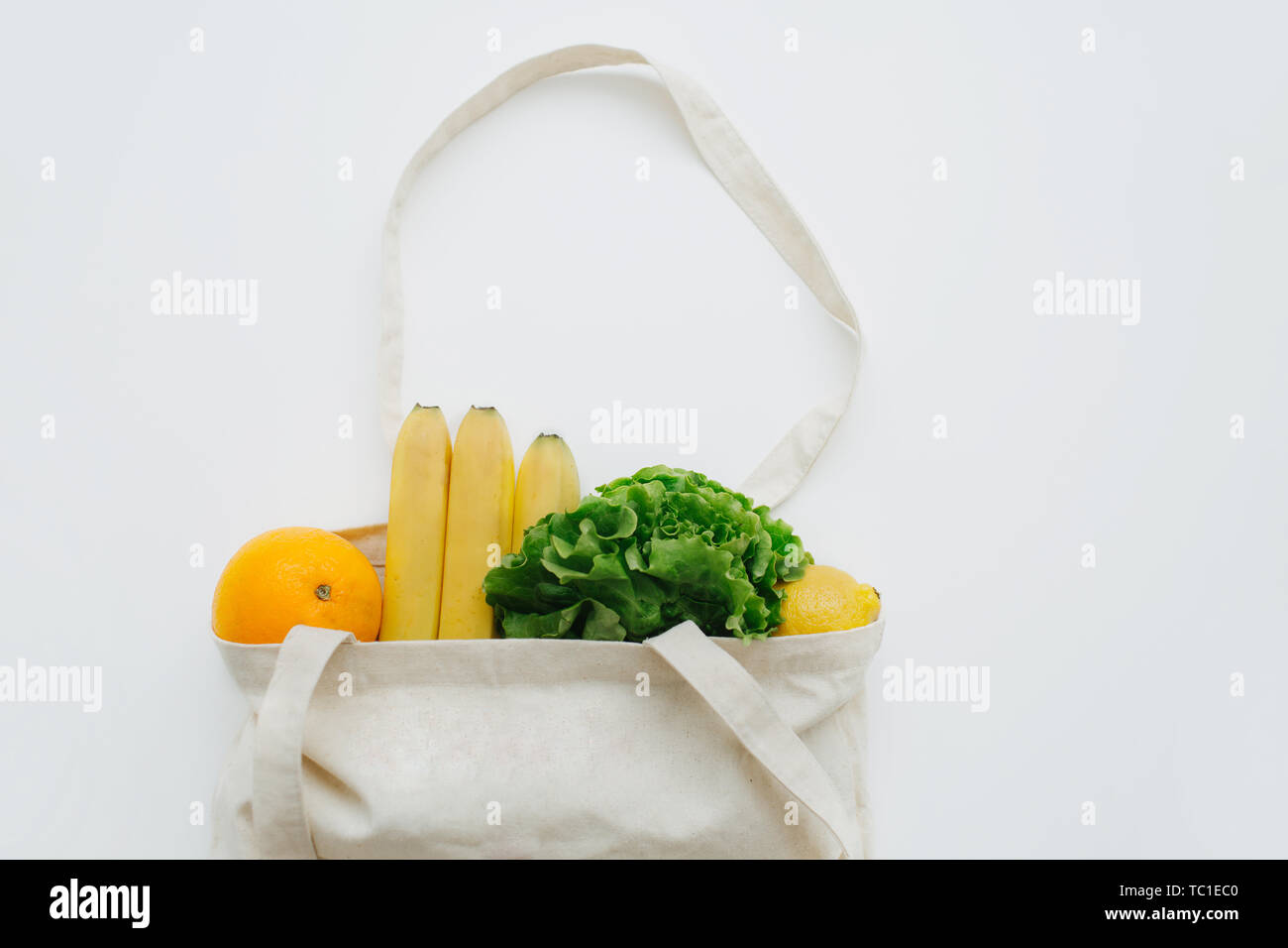 Fresh vegetables in a linen bag for shopping. Eco lifestyle, zero waste concept. No plastic living. Healthy organic bananas, salad leaves. - Stock Image