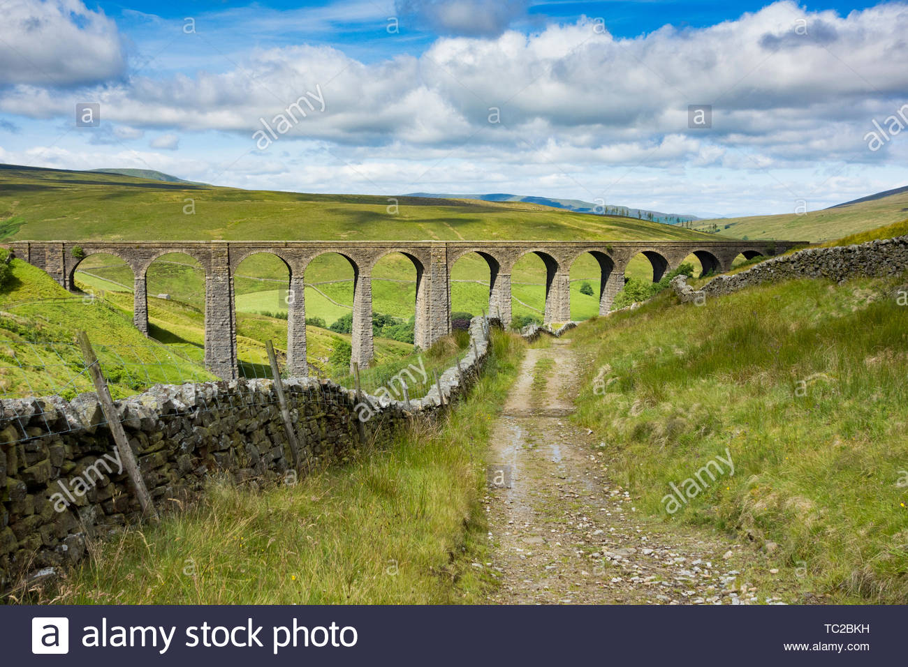 Artengill Viaduct on the Settle and Carlisle railway at the head of Dentdale in the Yorkshire Dales, England, UK - Stock Image