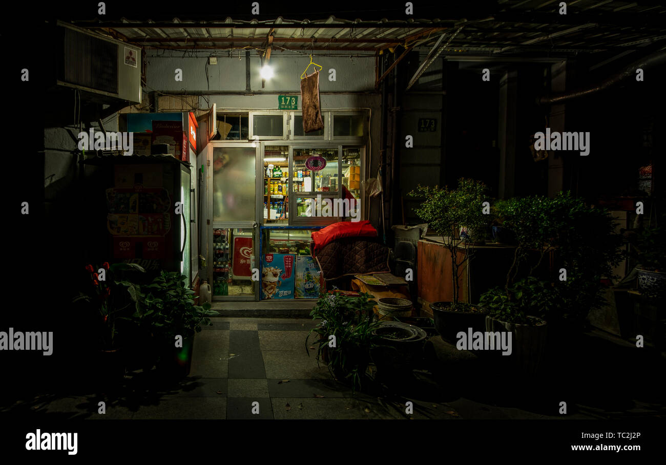 Traditional Shanghai grocery store at night - Stock Image
