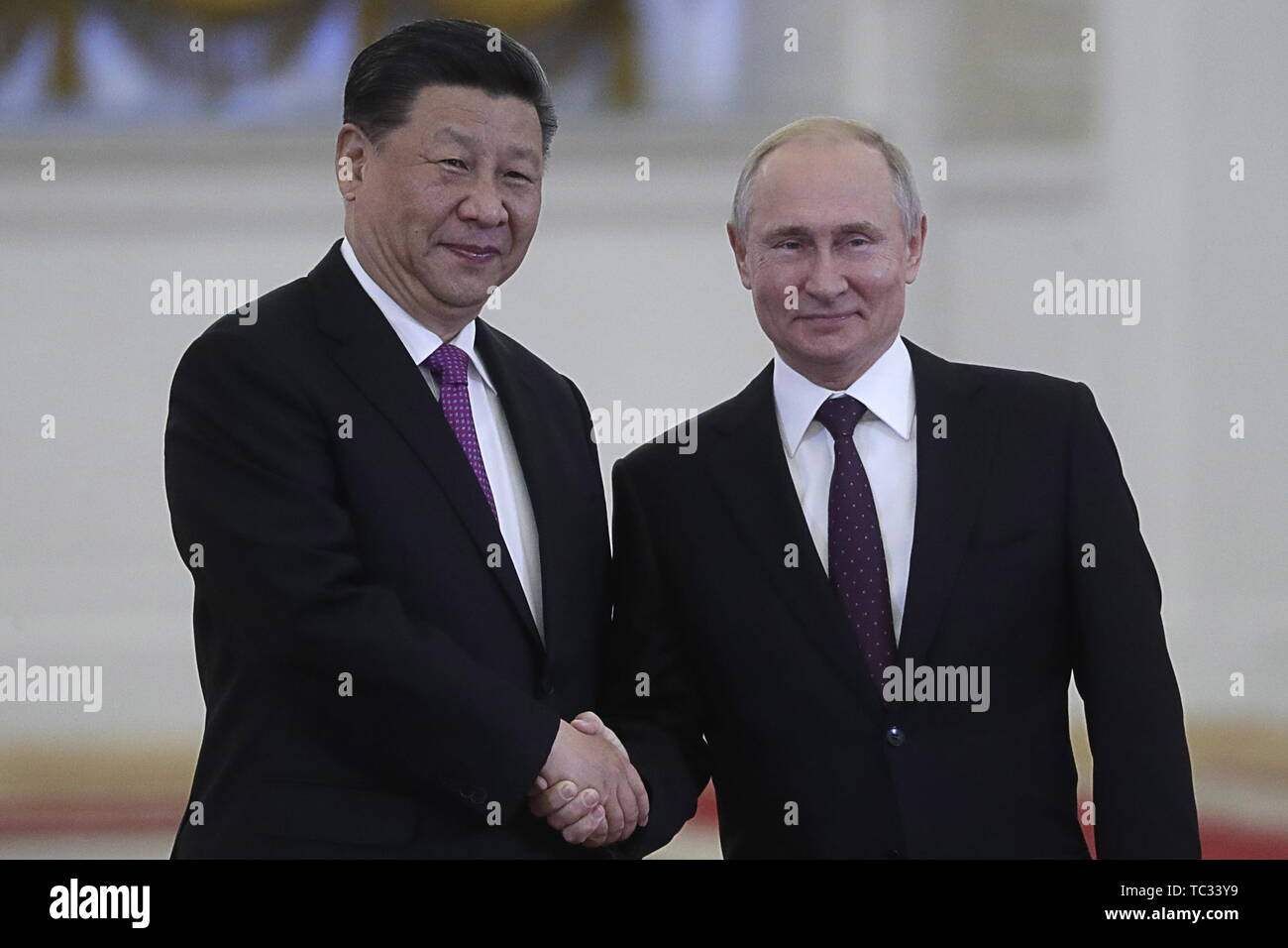 Moscow, Russia. 05th June, 2019. MOSCOW, RUSSIA - JUNE 5, 2019: China's President Xi Jinping (L) and Russia's President Vladimir Putin shake hands during a meeting in the Moscow Kremlin; the Chinese leader is on a three-day state visit to Russia. Mikhail Metzel/TASS Credit: ITAR-TASS News Agency/Alamy Live News - Stock Image