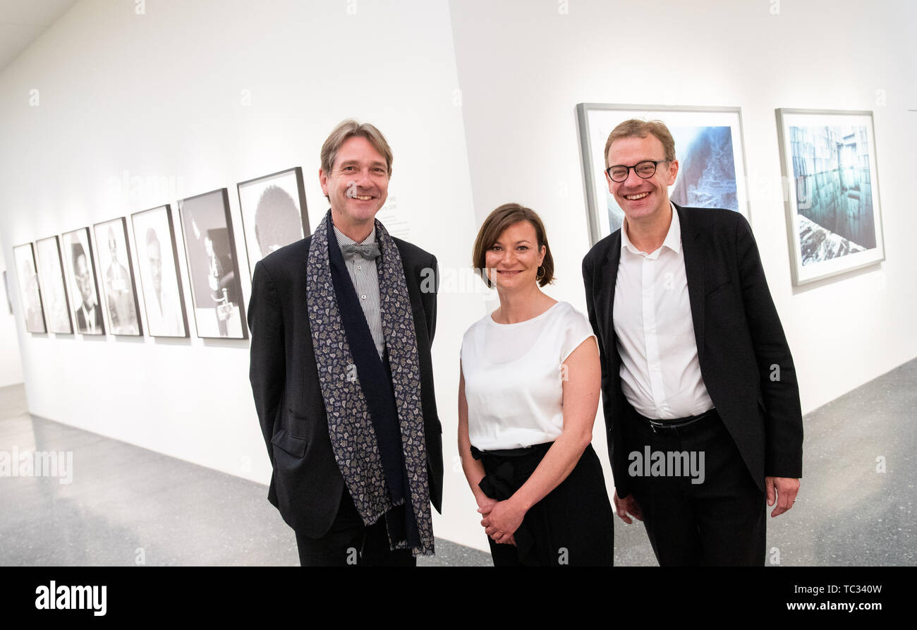 Hamburg, Germany. 05th June, 2019. Bernhard Maaz (l-r), art historian and general director of the Bayerische Staatsgemäldesammlungen, Kathrin Baumstark, curator Bucerius Kunst Forum and Andreas Hoffmann, managing director Bucerius Kunst Forum are about to hold a press conference in the rooms of the new Bucerius Kunst Forum. (to dpa 'New Bucerius Art Forum wants to stimulate social discussions') Credit: Christian Charisius/dpa/Alamy Live News - Stock Image