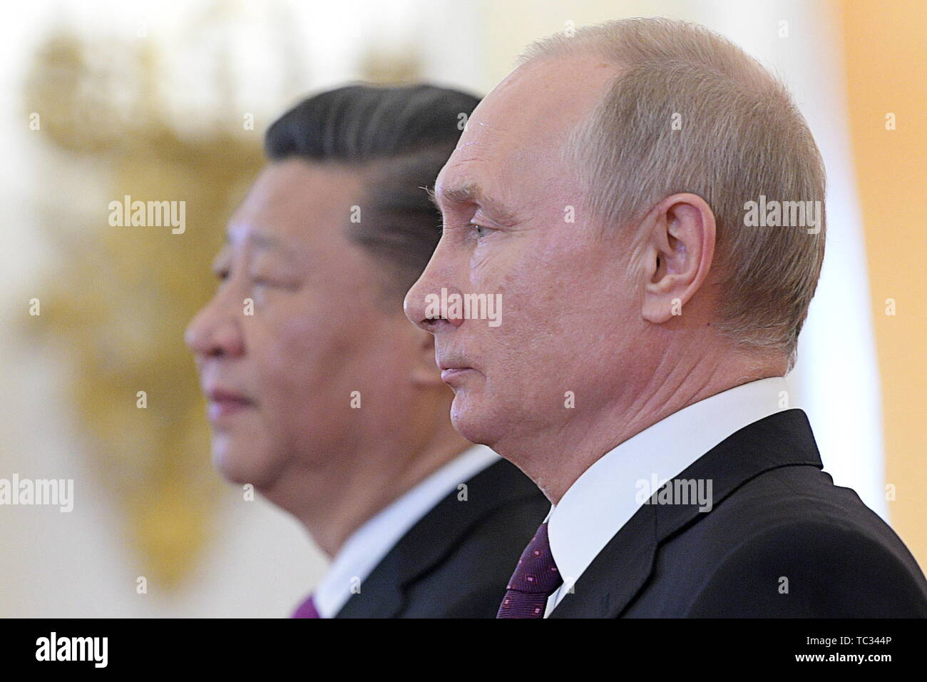 Moscow, Russia. 05th June, 2019. MOSCOW, RUSSIA - JUNE 5, 2019: Russia's President Vladimir Putin (front) and China's President Xi Jinping during a meeting in the Moscow Kremlin; the Chinese leader is on a three-day state visit to Russia. Alexei Druzhinin/Russian Presidential Press and Information Office/TASS Credit: ITAR-TASS News Agency/Alamy Live News - Stock Image
