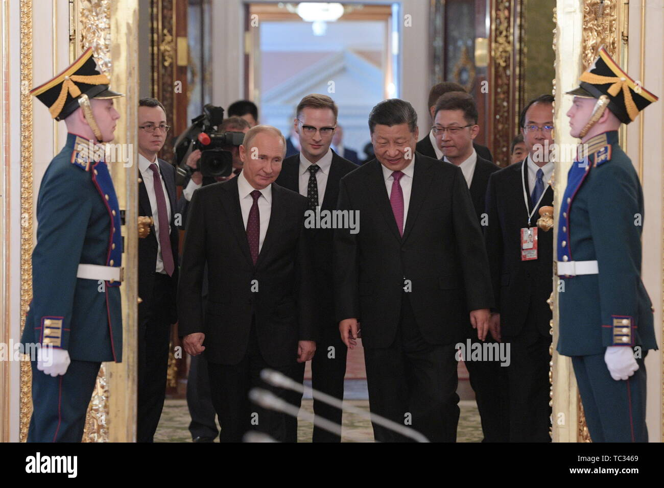 Moscow, Russia. 05th June, 2019. MOSCOW, RUSSIA - JUNE 5, 2019: Russia's President Vladimir Putin and China's President Xi Jinping (L-R front centre) during a meeting in the Moscow Kremlin; the Chinese leader is on a three-day state visit to Russia. Alexei Druzhinin/Russian Presidential Press and Information Office/TASS Credit: ITAR-TASS News Agency/Alamy Live News - Stock Image