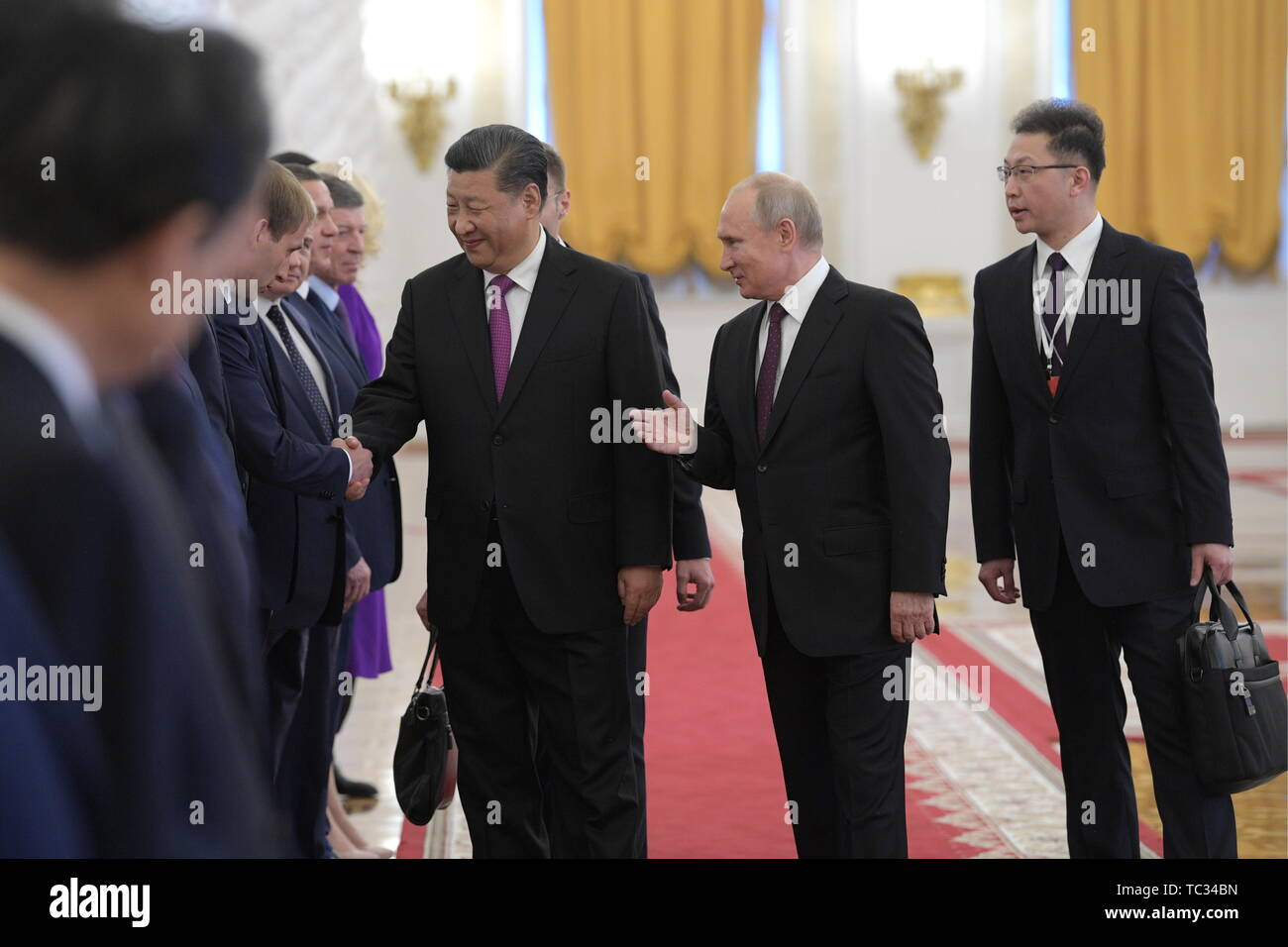 Moscow, Russia. 05th June, 2019. MOSCOW, RUSSIA - JUNE 5, 2019: Russia's President Vladimir Putin (2nd R) introduces Russian officials to China's President Xi Jinping (3rd R) before Russian-Chinese talks in the Moscow Kremlin; the Chinese leader is on a three-day state visit to Russia. Alexei Druzhinin/Russian Presidential Press and Information Office/TASS Credit: ITAR-TASS News Agency/Alamy Live News - Stock Image