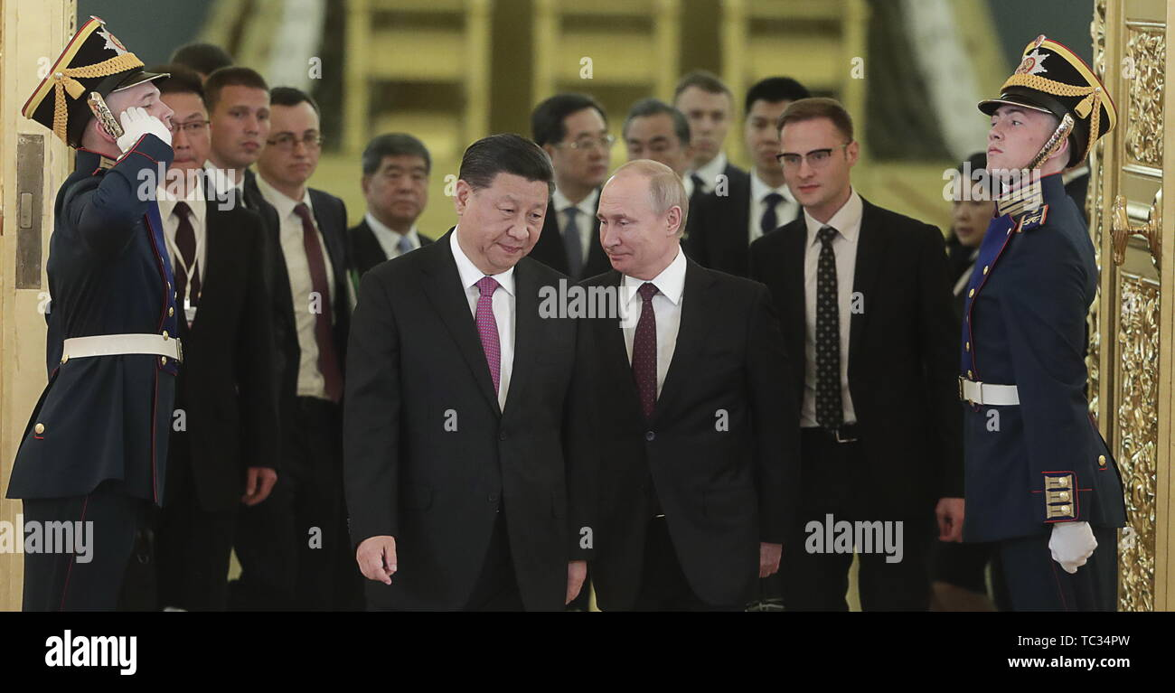 Moscow, Russia. 05th June, 2019. MOSCOW, RUSSIA - JUNE 5, 2019: China's President Xi Jinping and Russia's President Vladimir Putin (L-R cenre) ahead of Russian-Chinese talks at the Moscow Kremlin. Mikhail Metzel/TASS Credit: ITAR-TASS News Agency/Alamy Live News - Stock Image