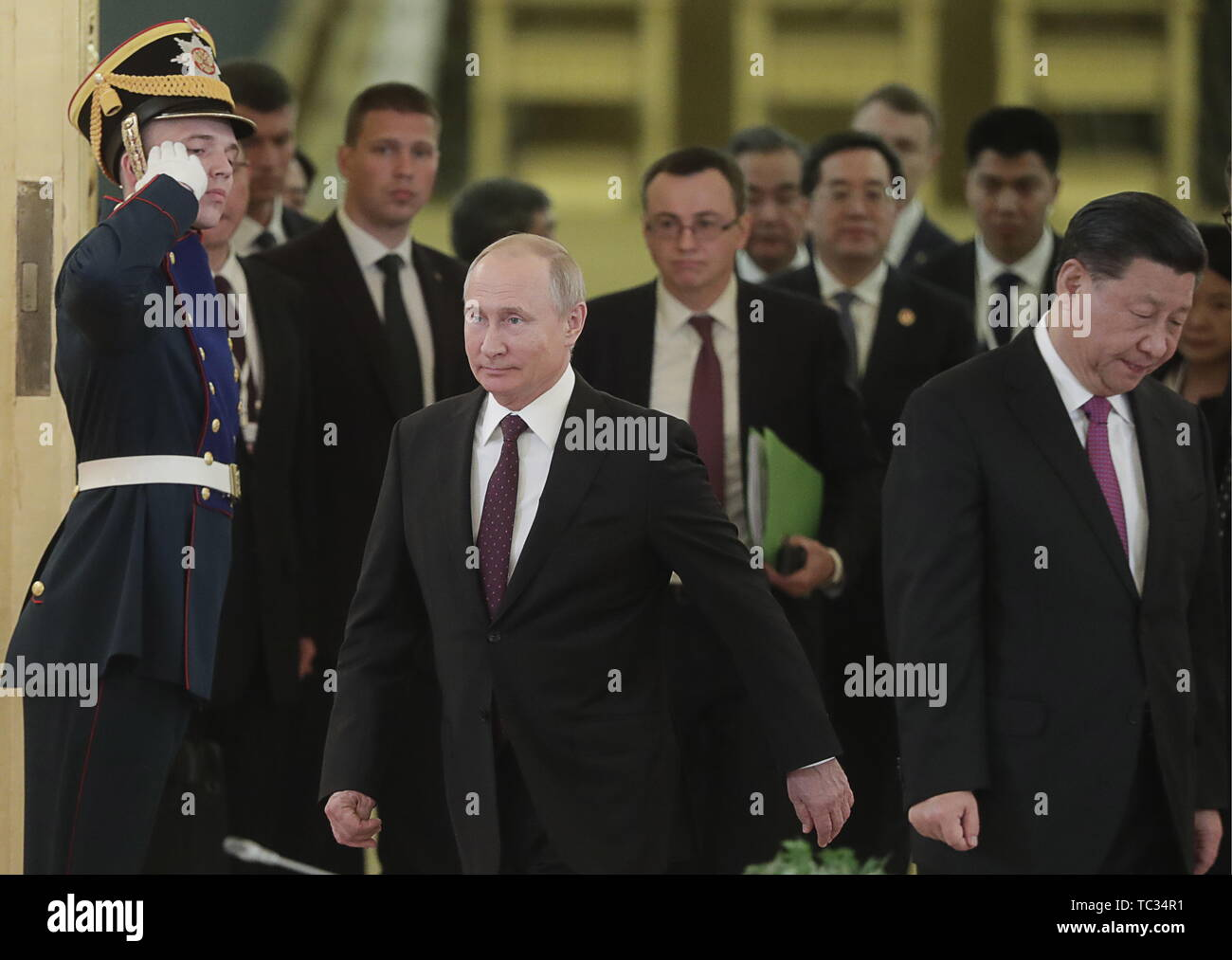 Moscow, Russia. 05th June, 2019. MOSCOW, RUSSIA - JUNE 5, 2019: China's President Xi Jinping and Russia's President Vladimir Putin (R-L) ahead of Russian-Chinese talks at the Moscow Kremlin. Mikhail Metzel/TASS Credit: ITAR-TASS News Agency/Alamy Live News - Stock Image