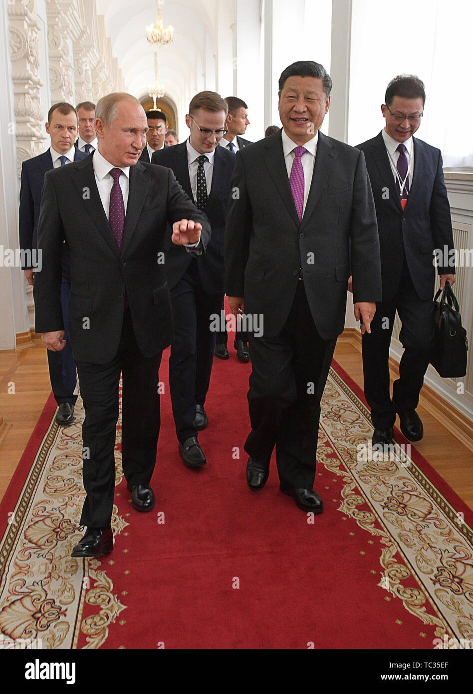 Moscow, Russia. 05th June, 2019. MOSCOW, RUSSIA - JUNE 5, 2019: China's President Xi Jinping and Russia's President Vladimir Putin (R-L front) ahead of Russian-Chinese talks at the Moscow Kremlin. Alexei Druzhinin/Russian Presidential Press and Information Office/TASS Credit: ITAR-TASS News Agency/Alamy Live News - Stock Image
