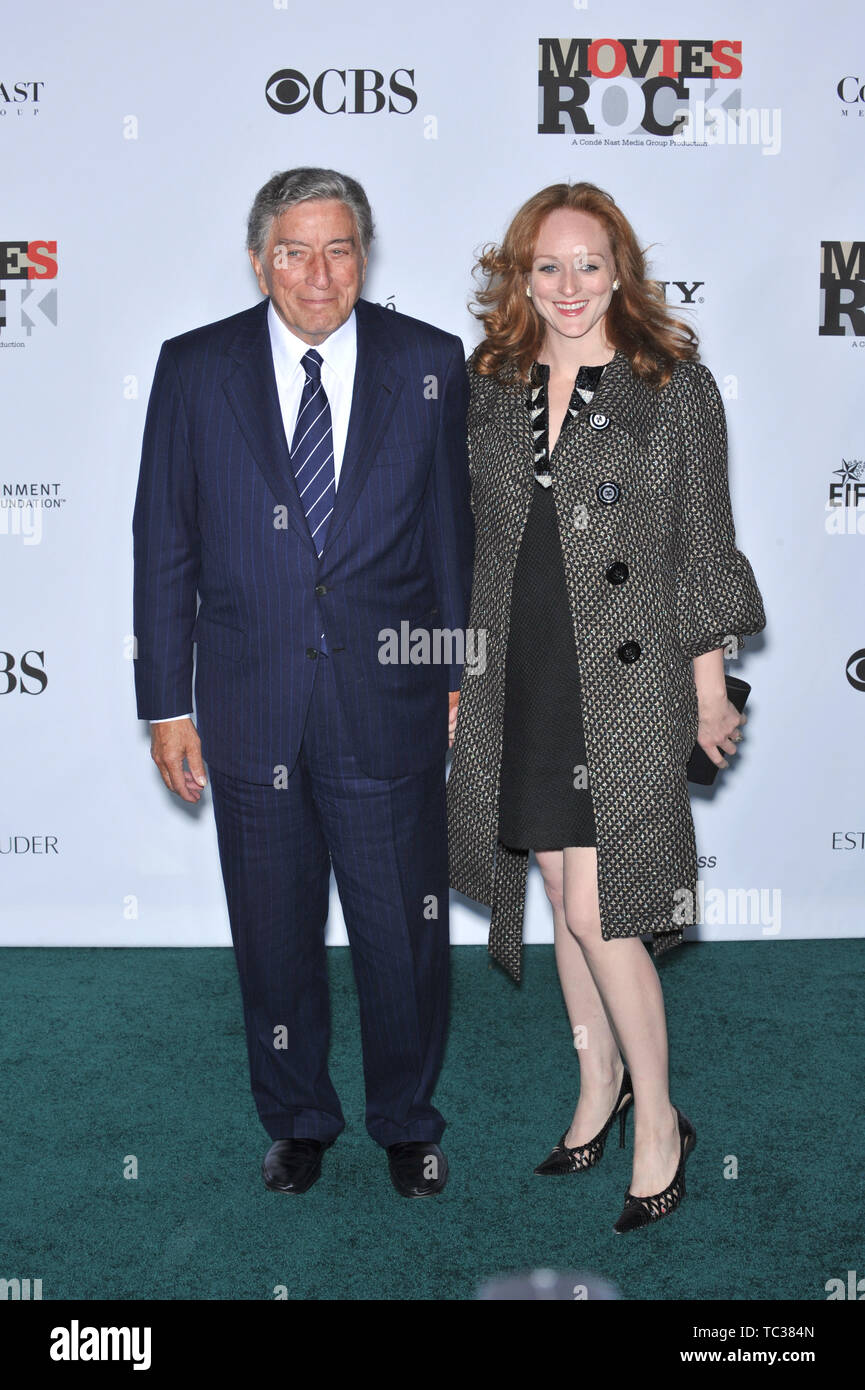 LOS ANGELES, CA. December 02, 2007: Tony Bennett & Susan Crow at Movies Rock: A Celebration of Music in Film at the Kodak Theatre, Hollywood. © 2007 Paul Smith / Featureflash - Stock Image