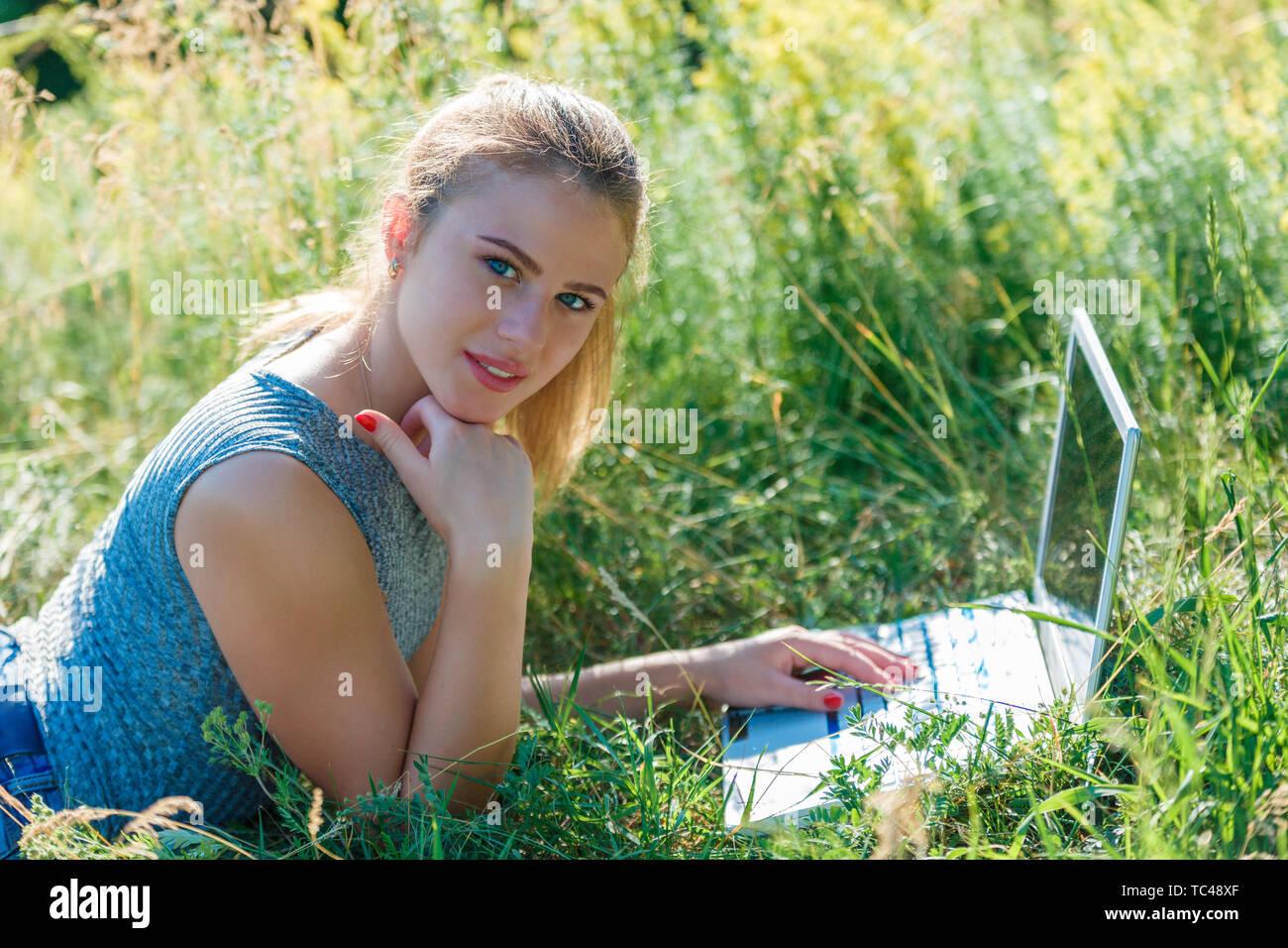 Девушка модель индивидуальной работы как правильно измерять талию