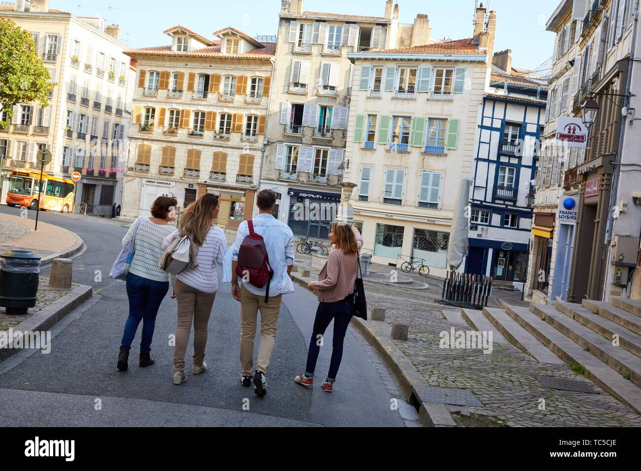 Guide with tourists, Tour, Bayonne, Aquitaine, Pyrenees Atlantiques, France, Europe - Stock Image
