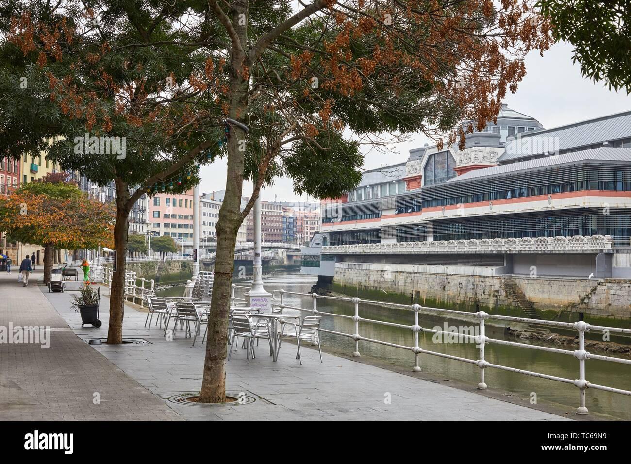 Muelle de Marzana, Martzana kaia, bank of the Nervion River, Mercado de la Ribera, Bilbao, Basque Country, Spain - Stock Image