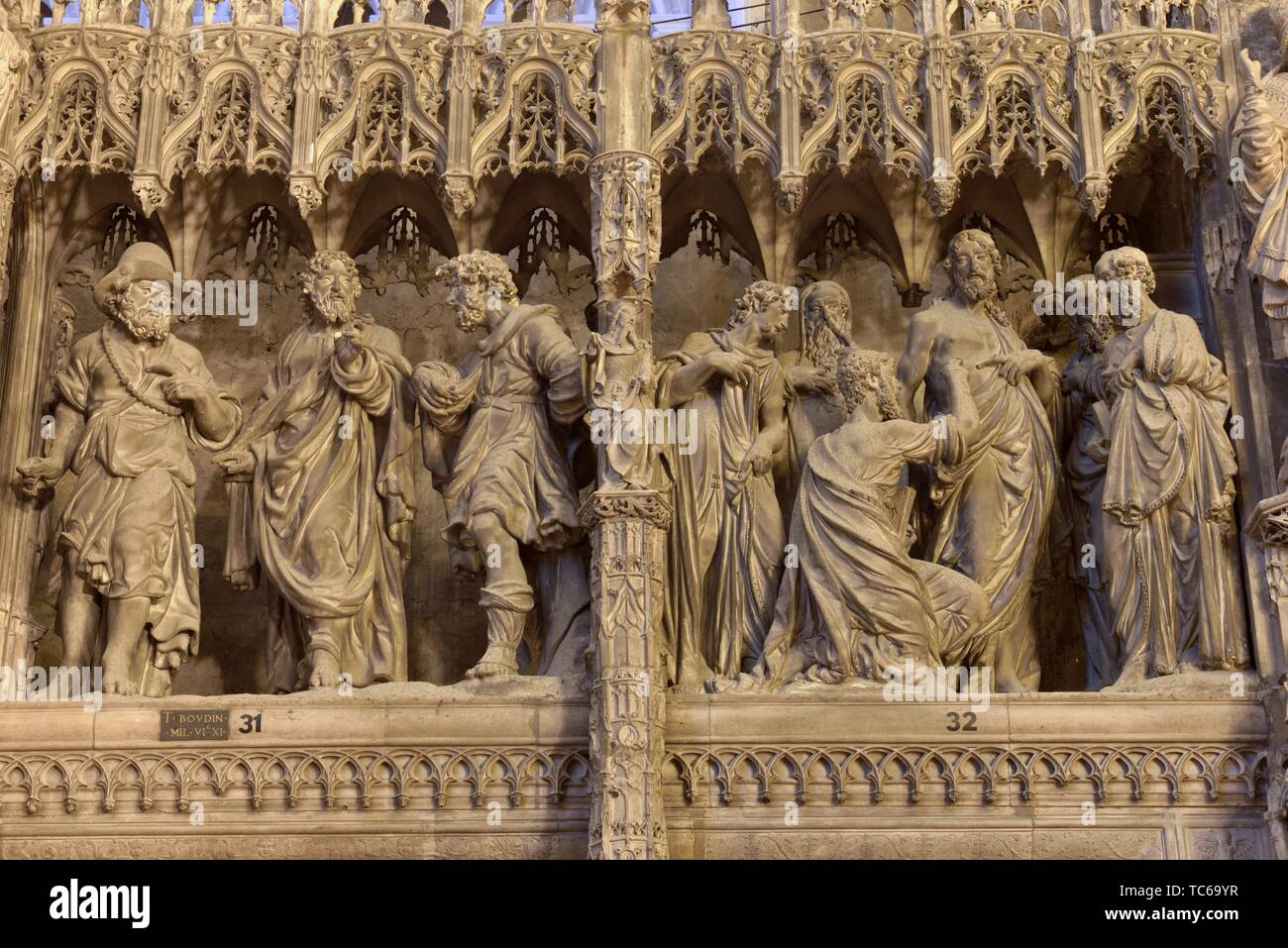 Les Pelerins d'Emmaus et L'incredulite de Thomas, scenes sculptees, par Thomas Boudin en 1610 et 1611, ornant la cloture ou tour du choeur de la - Stock Image