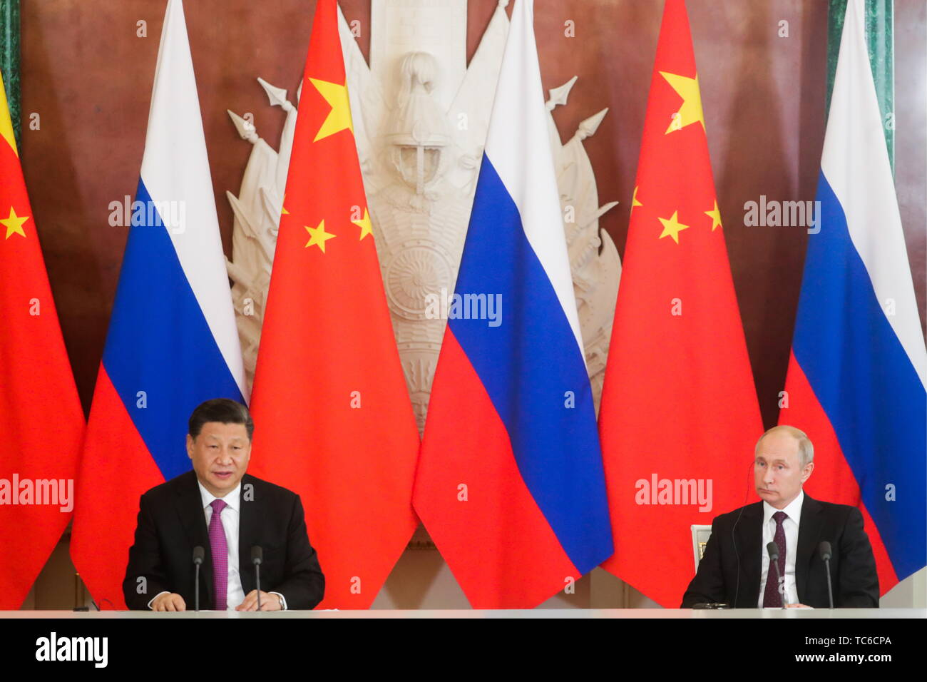 Moscow, Russia. 05th June, 2019. MOSCOW, RUSSIA - JUNE 5, 2019: China's President Xi Jinping (L) and Russia's President Vladimir Putin at a ceremony to sign joint documents following Russian-Chinese talks at the Moscow Kremlin. Mikhail Metzel/TASS Credit: ITAR-TASS News Agency/Alamy Live News - Stock Image