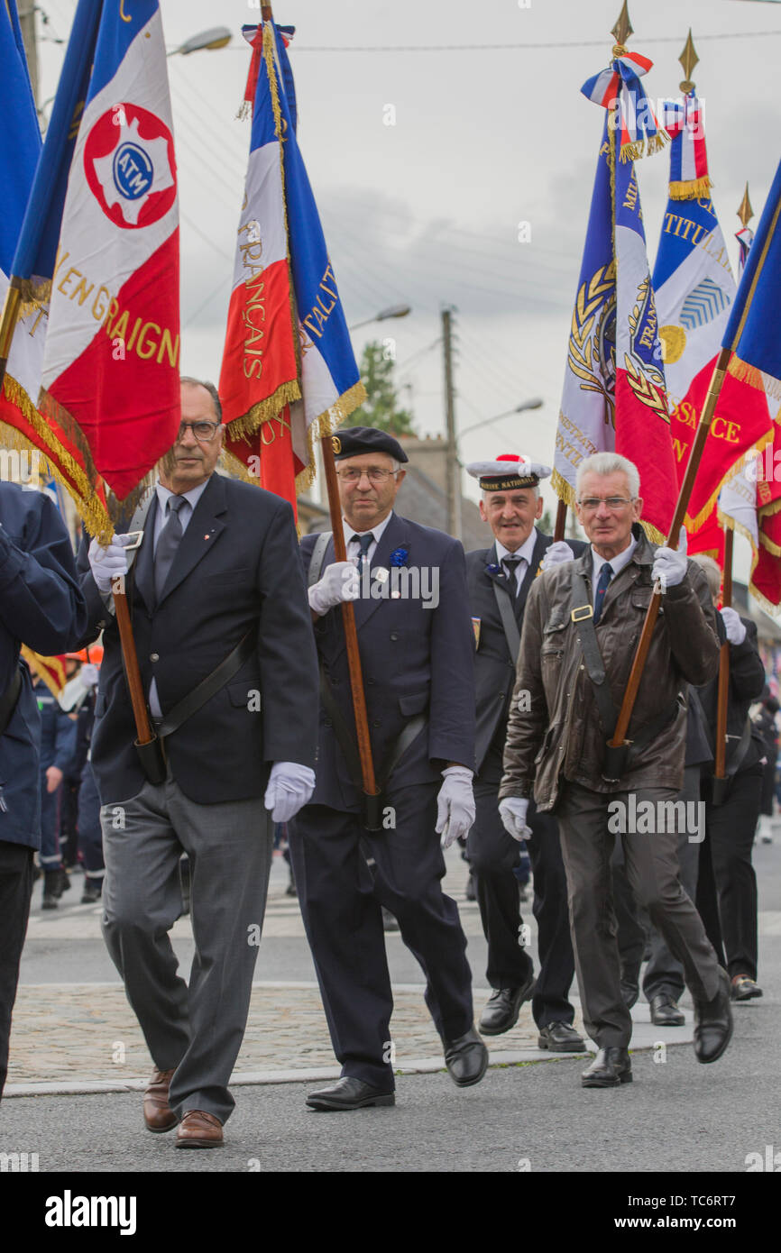 Carentan, France. 05th June, 2019. Residents of Normandy take part in a parade to commemorate the 75th anniversary of the World War Two D-Day invasion June 5, 2019 in Carentan, Normandy, France. Thousands have converged on Normandy to commemorate the 75th anniversary of Operation Overlord, the WWII Allied invasion commonly known as D-Day. Credit: Planetpix/Alamy Live News Stock Photo