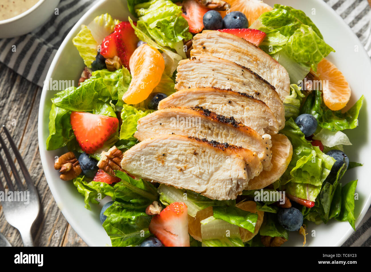 Healthy Homemade Strawberry Poppyseed Salad with Chicken - Stock Image
