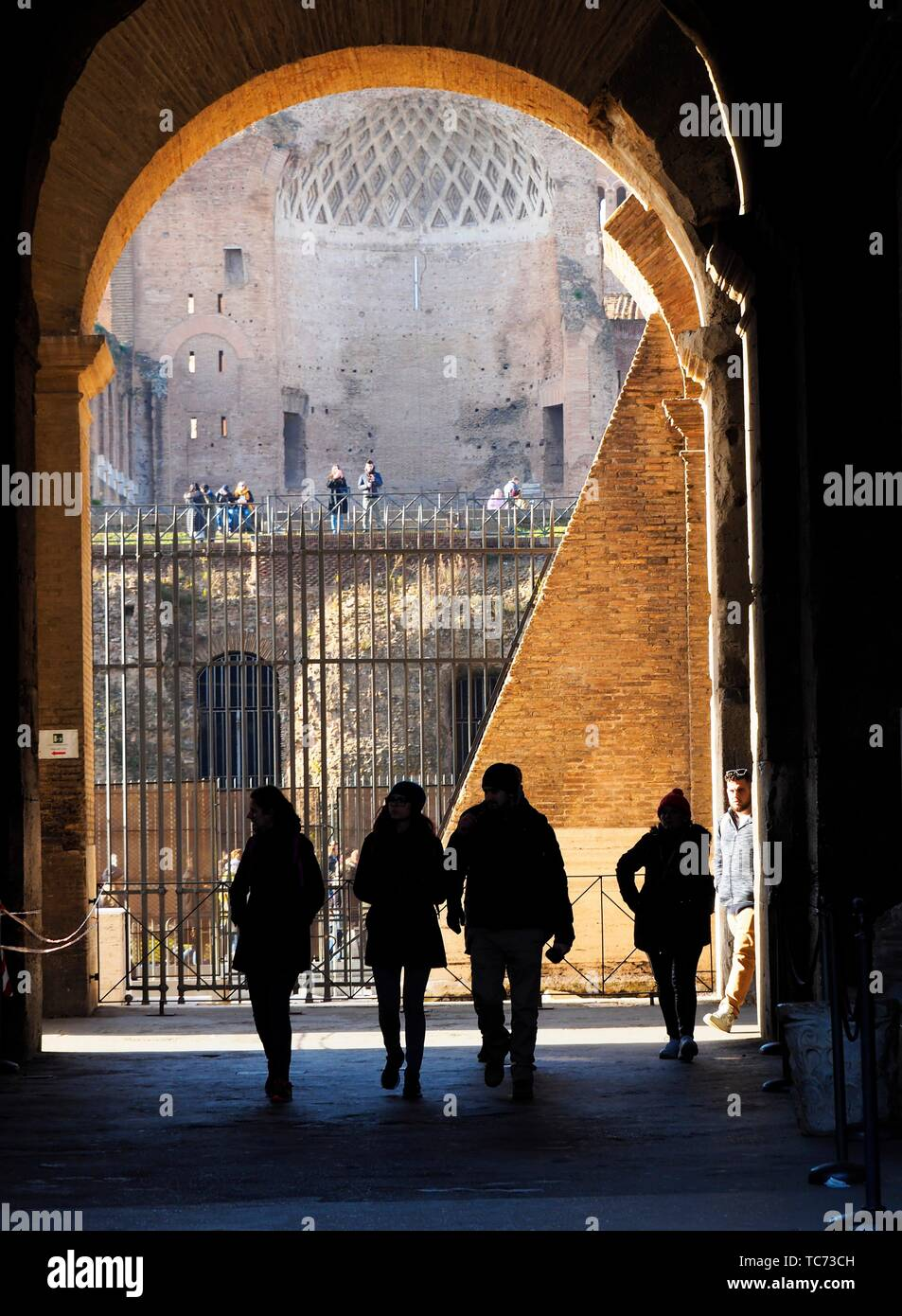 four people in sillhouette, colosseum, Rome, Italy. - Stock Image