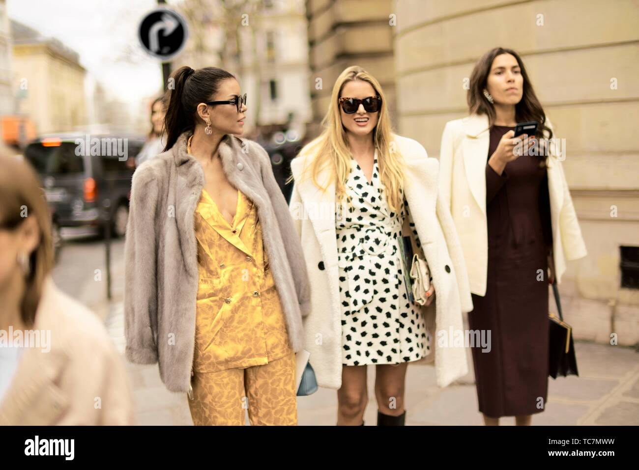dcb3934d82 Street Style - Paris Fashion Week Womenswear Fall/Winter 2019/2020, guests  seen