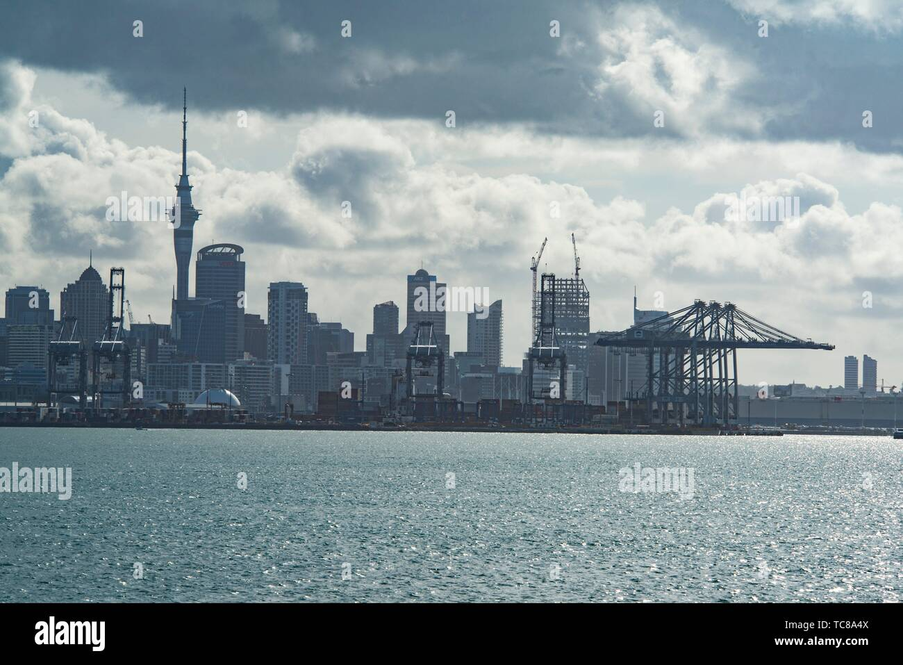 Auckland skyline and harbour, Hauraki Gulf, New Zealand. - Stock Image