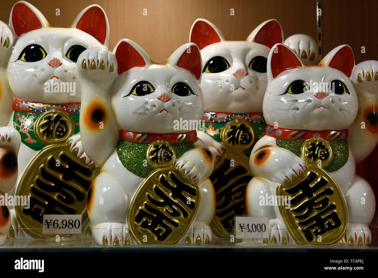 Miniature lucky cats for sale in Ise, Japan, Asia. - Stock Image