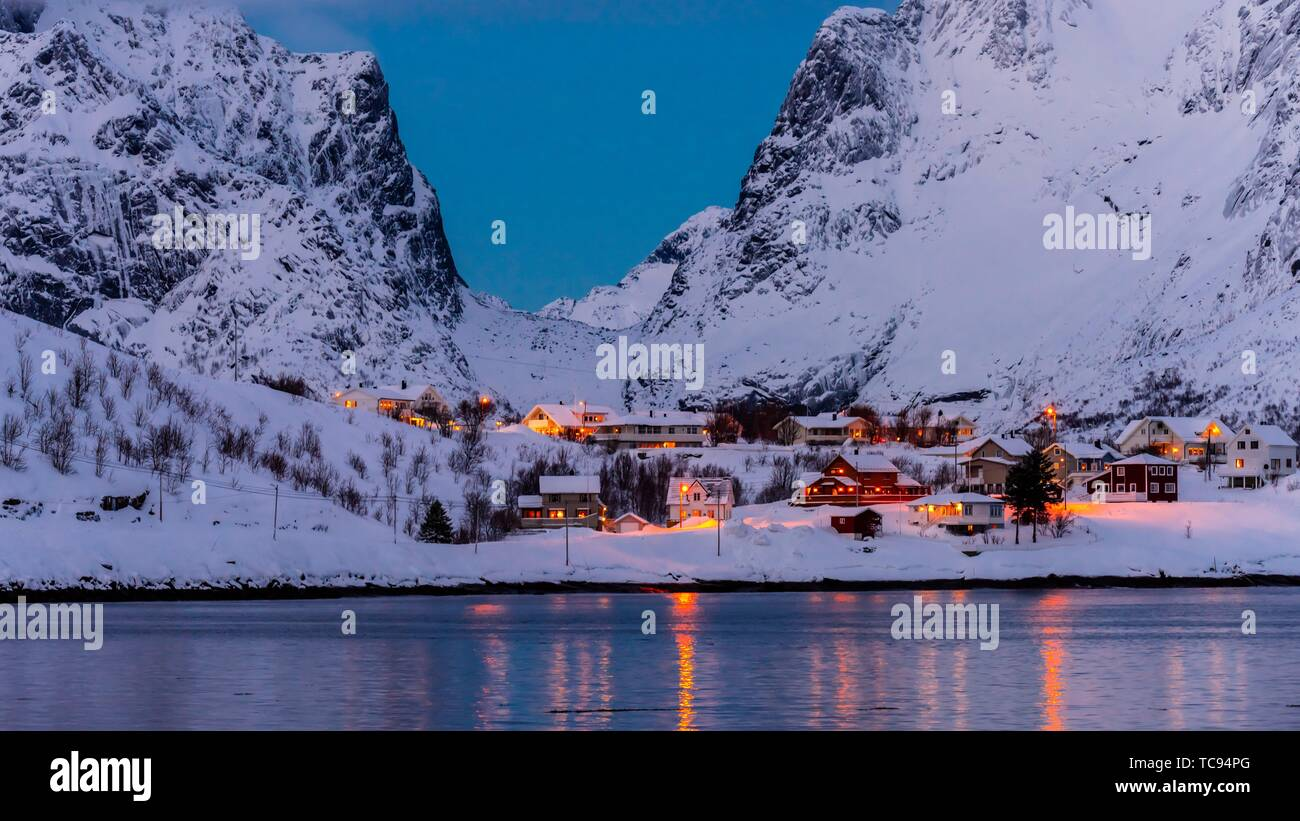 The fishing village of Reine, on Moskenseoya Island in the Lofoten Islands, Arctic, Northern Norway. Stock Photo