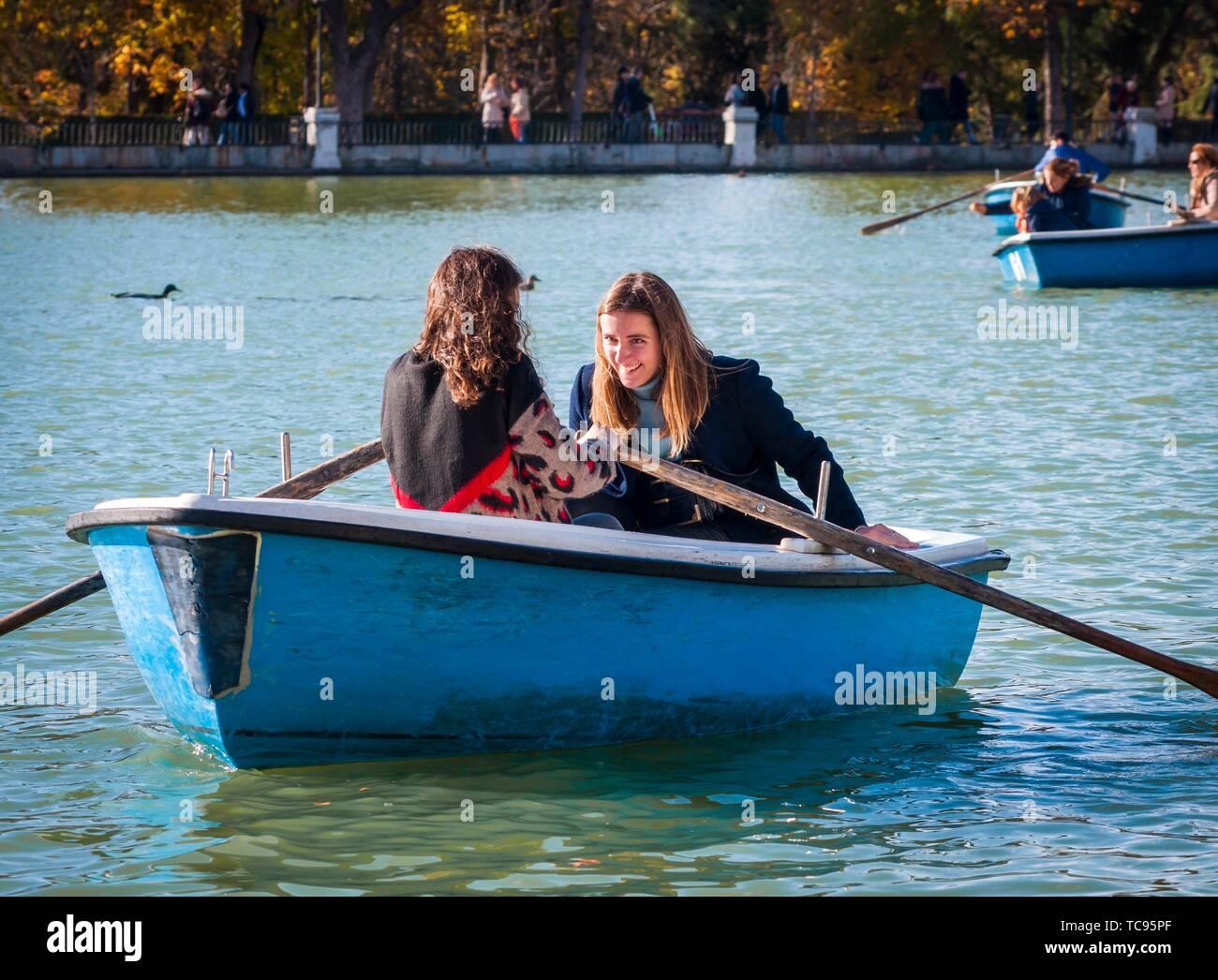 Barca en el Estanque del Parque de El Retiro. Madrid. España. - Stock Image