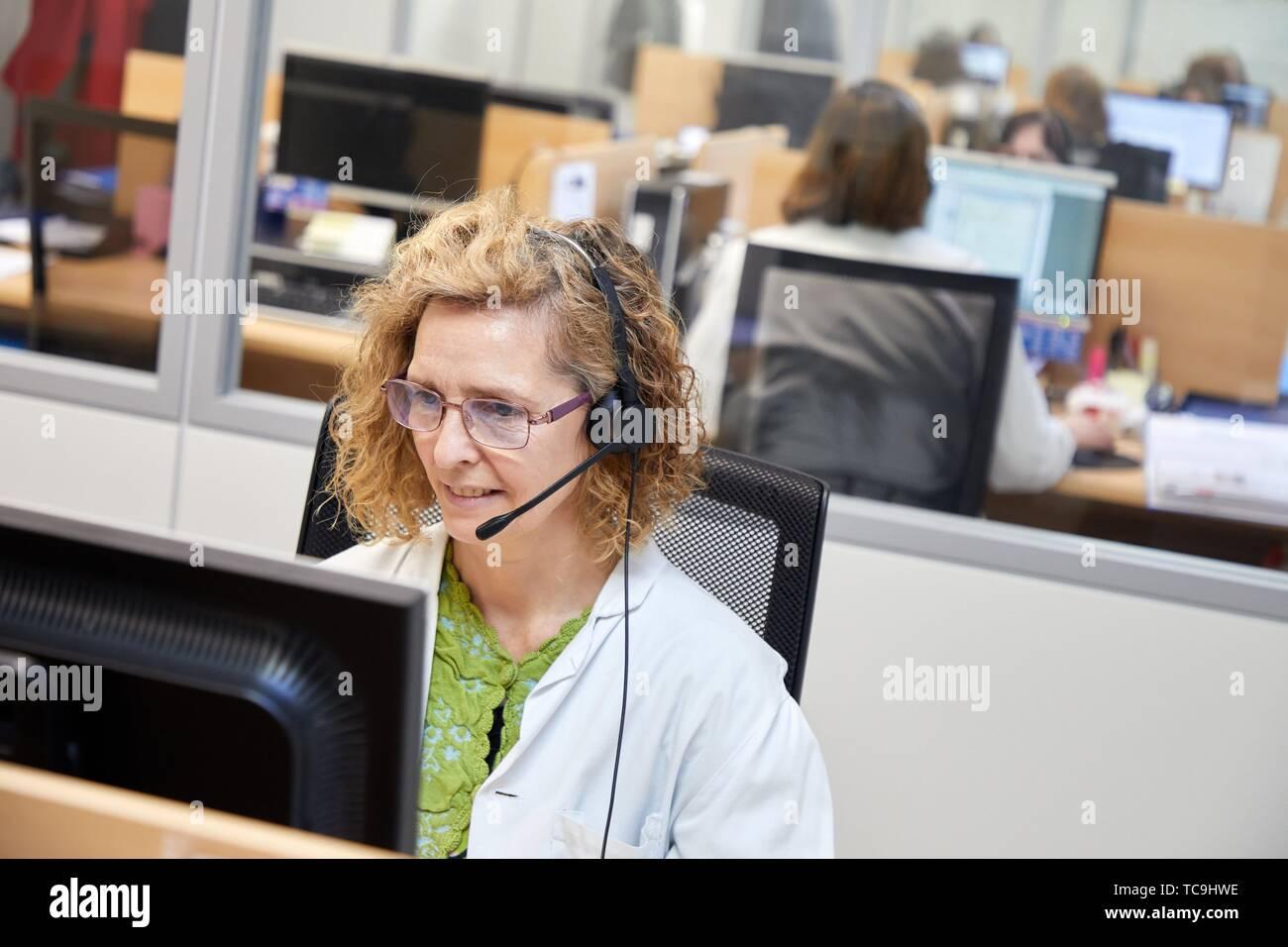 Telephonist,ICC, Integrated Call Center, CIAT, Centro Integrado de Atención Telefónica, Hospital Donostia, San Sebastian, Gipuzkoa, Basque Country, - Stock Image