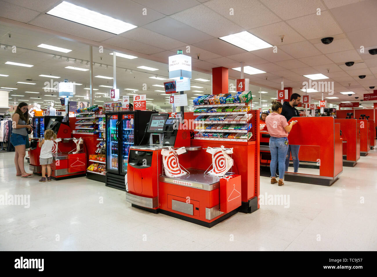 Target Store Interior High Resolution Stock Photography And Images Alamy