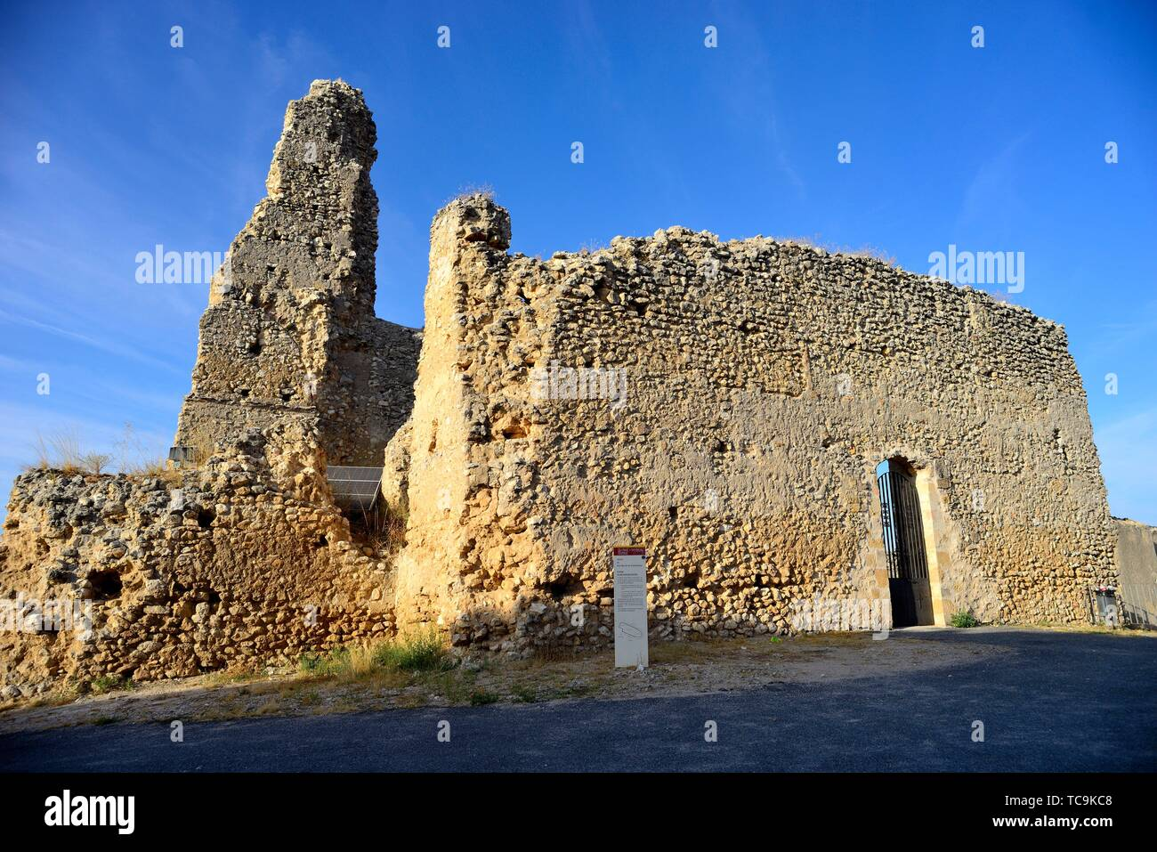Ruins of the church of San Martin, Fuentidueña, Segovia, Spain. - Stock Image