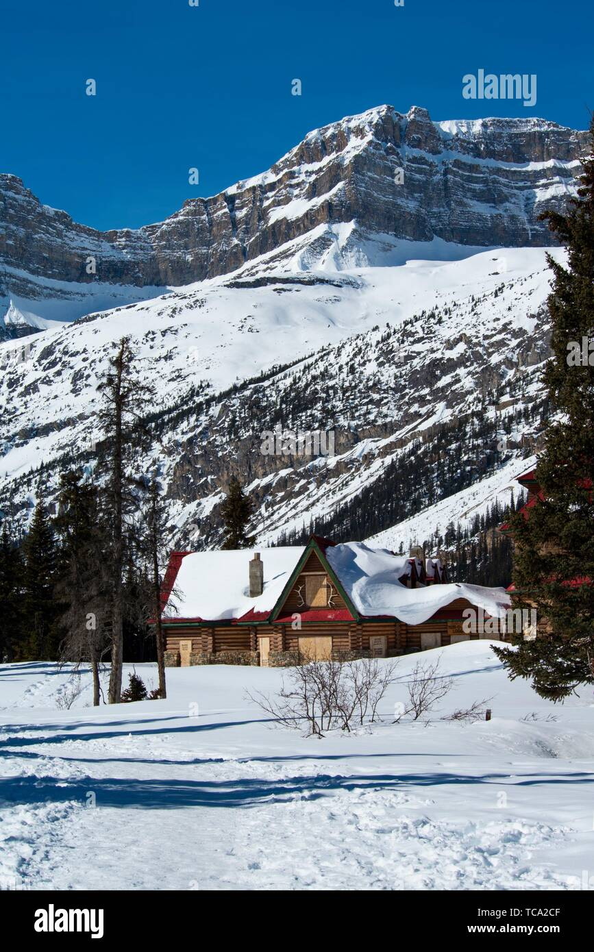 Num-ti-Jah Lodge on Bow Lake, Banff National Park, Alberta, Canada. - Stock Image