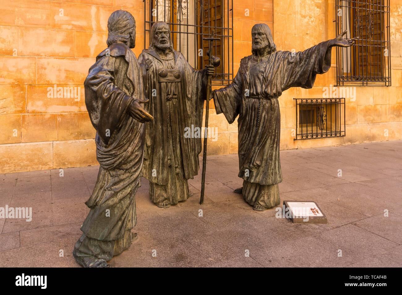 Ternari,- Misteri d´Elx, siglo XV, patrimonio oral e inmaterial de la humanidad-, , Basilica de Santa Maria, obra de bronce realizada por el escultor - Stock Image